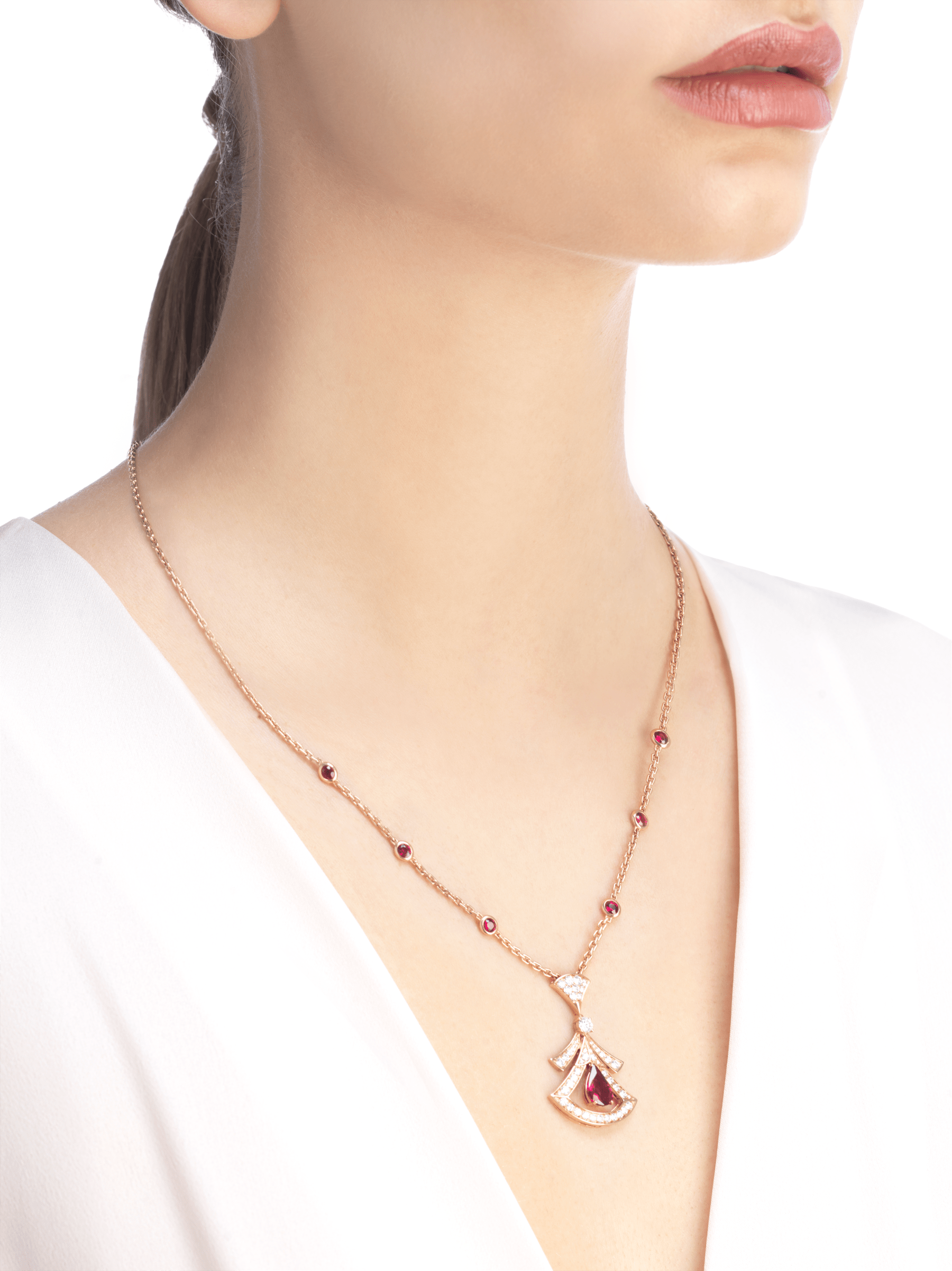 DIVAS' DREAM 18 kt rose gold openwork necklace set with a pear-shaped ruby, round brilliant-cut rubies, a round brilliant-cut diamond and pavé diamonds. 356953 image 4