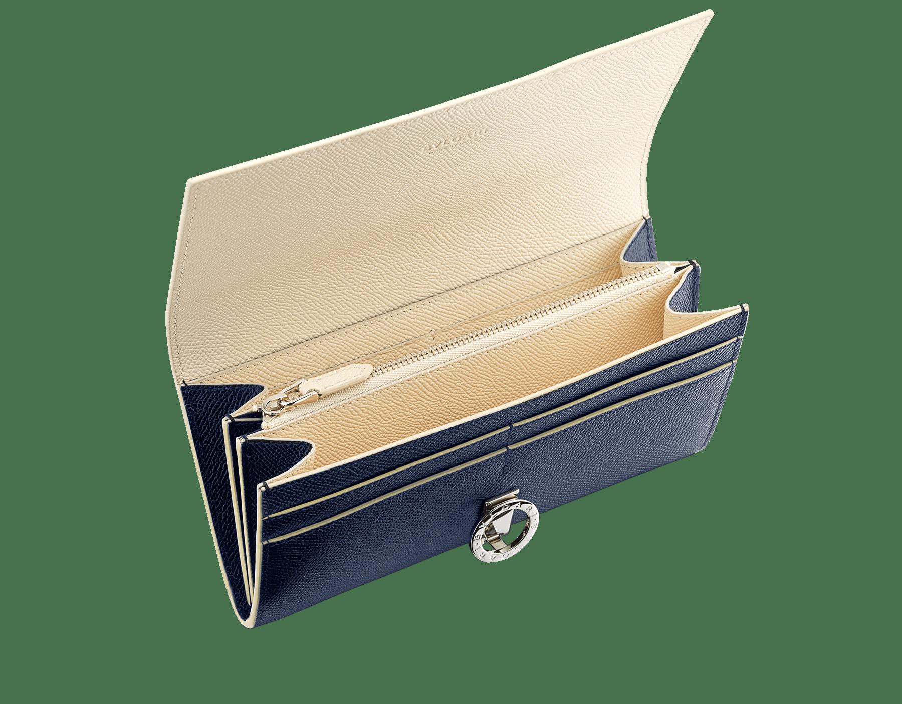 Grand portefeuille «Bvlgari Clip» en cuir de veau grainé couleur blanc Agate et couleur bleu Denim Sapphire. Fermoir emblématique orné du logo Bvlgari en laiton. BCM-WLT-POCHE-16CCb image 2