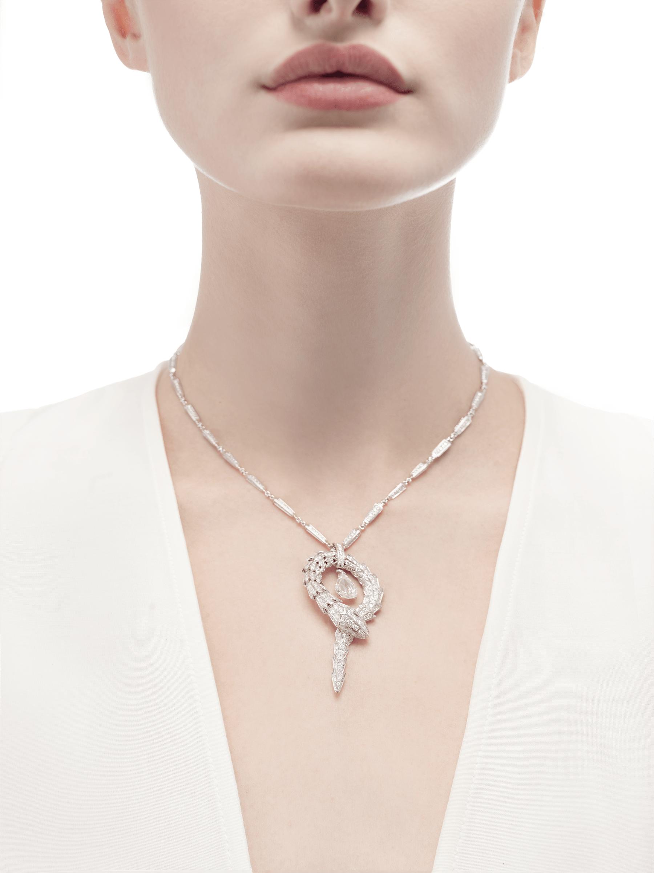 Serpenti系列吊坠,小号,白色18K金材质,镶嵌中央钻石和密镶钻石 354088 image 2