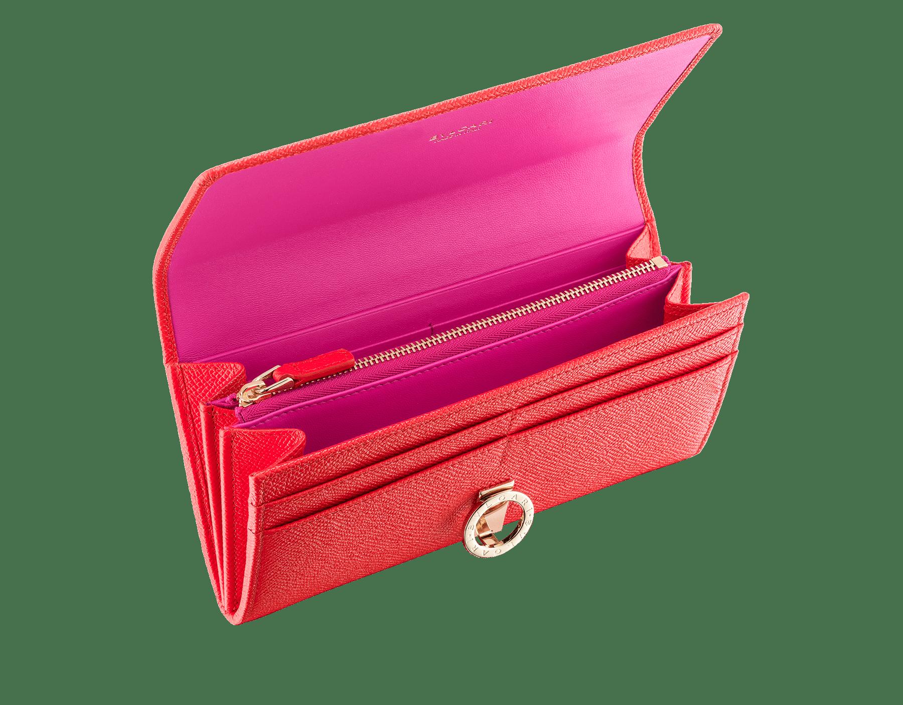 Pochette-portefeuille BVLGARI BVLGARI en cuir de veau grainé couleur Sea Star Coral et cuir nappa couleur Pink Spinel. Fermoir emblématique orné du logo Bvlgari en laiton doré. 288176 image 2