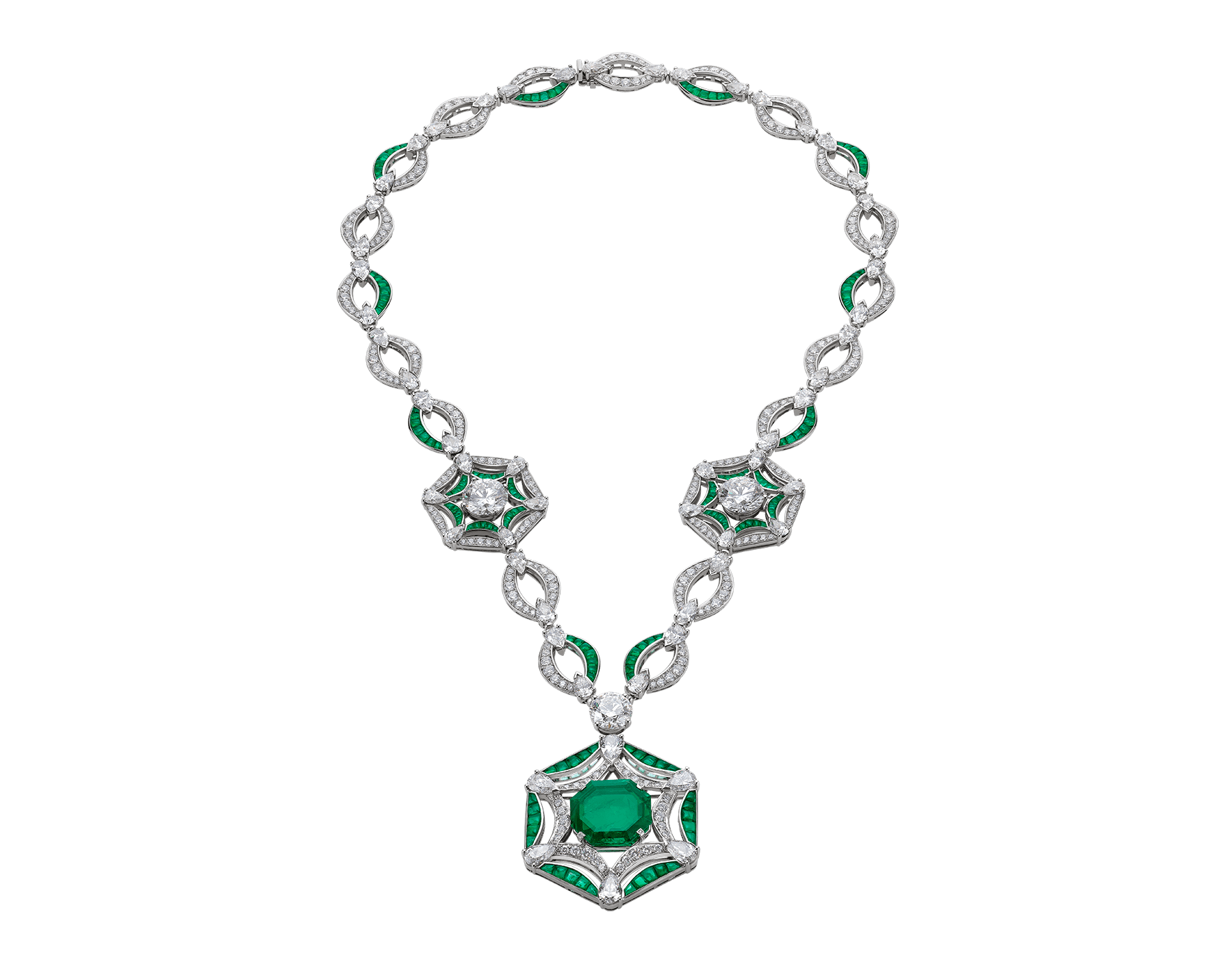 In a play of sublime geometries glorifying the central octagonal emerald, the Festa delle principesse necklace is an architecture of opulent and regal beauty. 262456 image 1