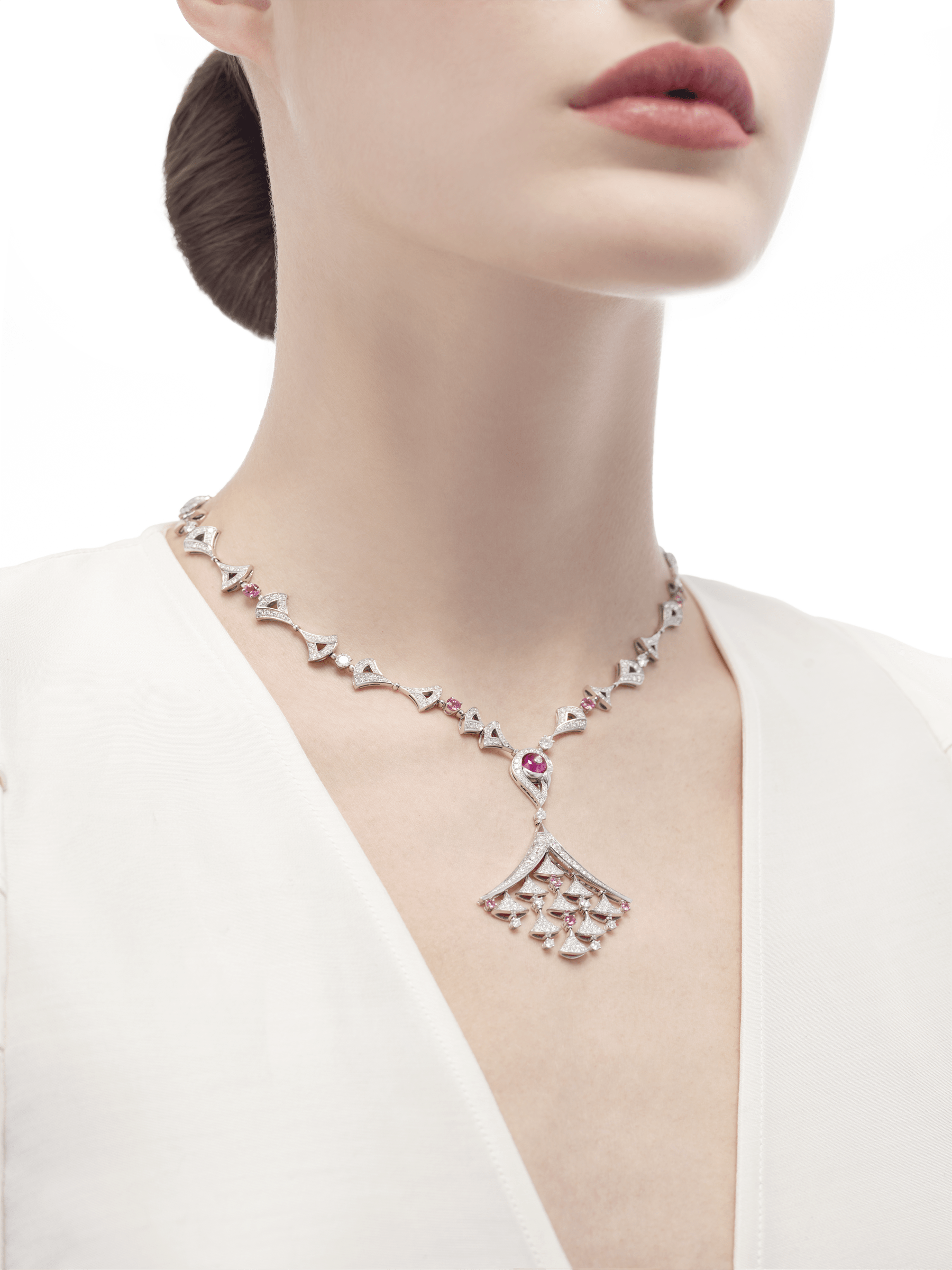 DIVAS' DREAM necklace in 18 kt white gold, set with pavé diamonds and pink rubellite. 354080 image 2