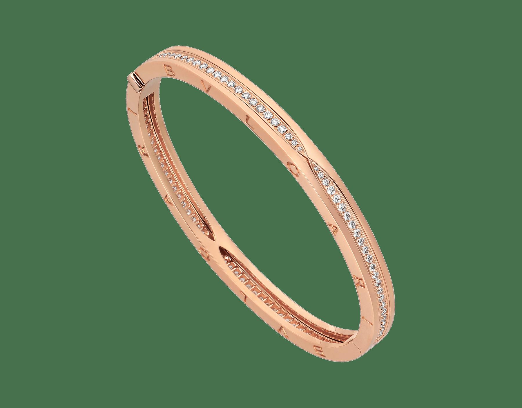 Mêlant spirale emblématique audacieuse et pavé diamants éclatant, le bracelet jonc B.zero1 dévoile une personnalité polyvalente et une élégance contemporaine. BR857372 image 1