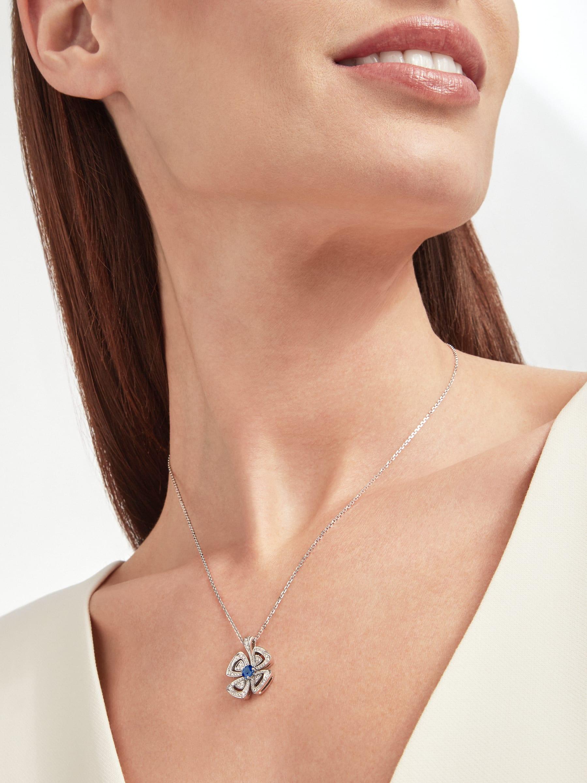 Fiorever 18K 白金項鍊,鑲飾 1 顆明亮型切割藍寶石(0.43 克拉)和密鑲鑽石(0.31 克拉)。 358426 image 5