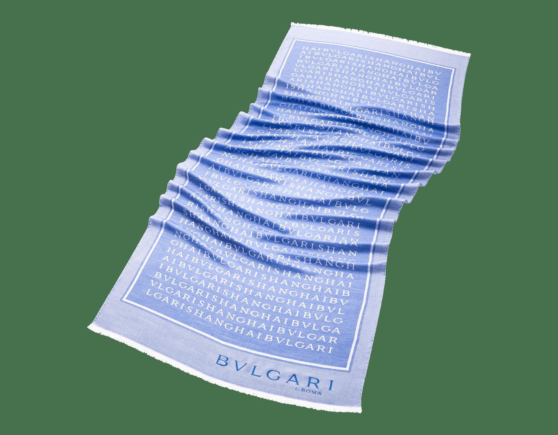 Stola Lettere Street zaffiro royal in pregiato tessuto di seta e lana. 243989 image 1