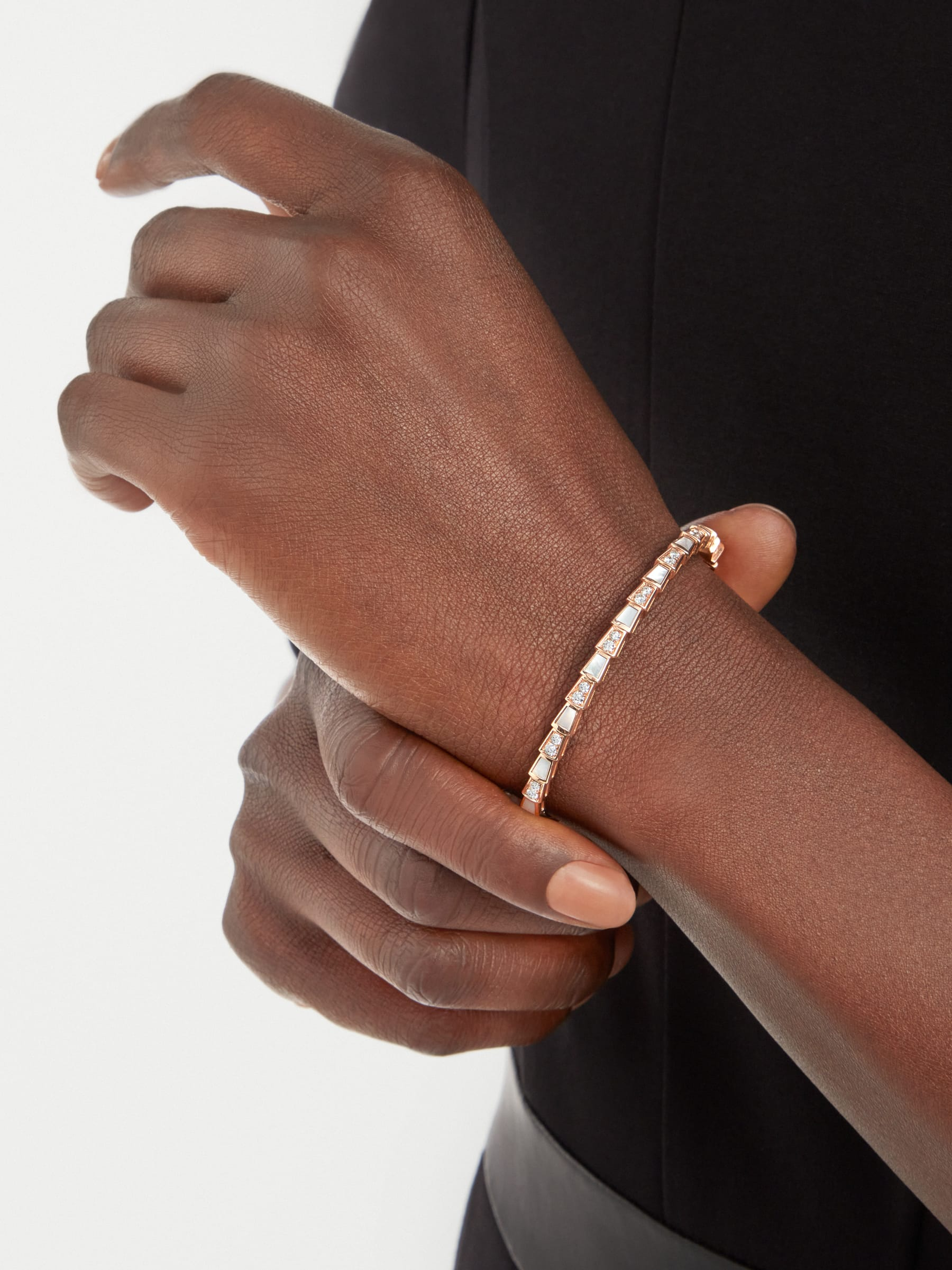 Serpenti Viper 18 kt rose gold bracelet set with mother-of-pearl elements and pavé diamonds BR858356 image 1