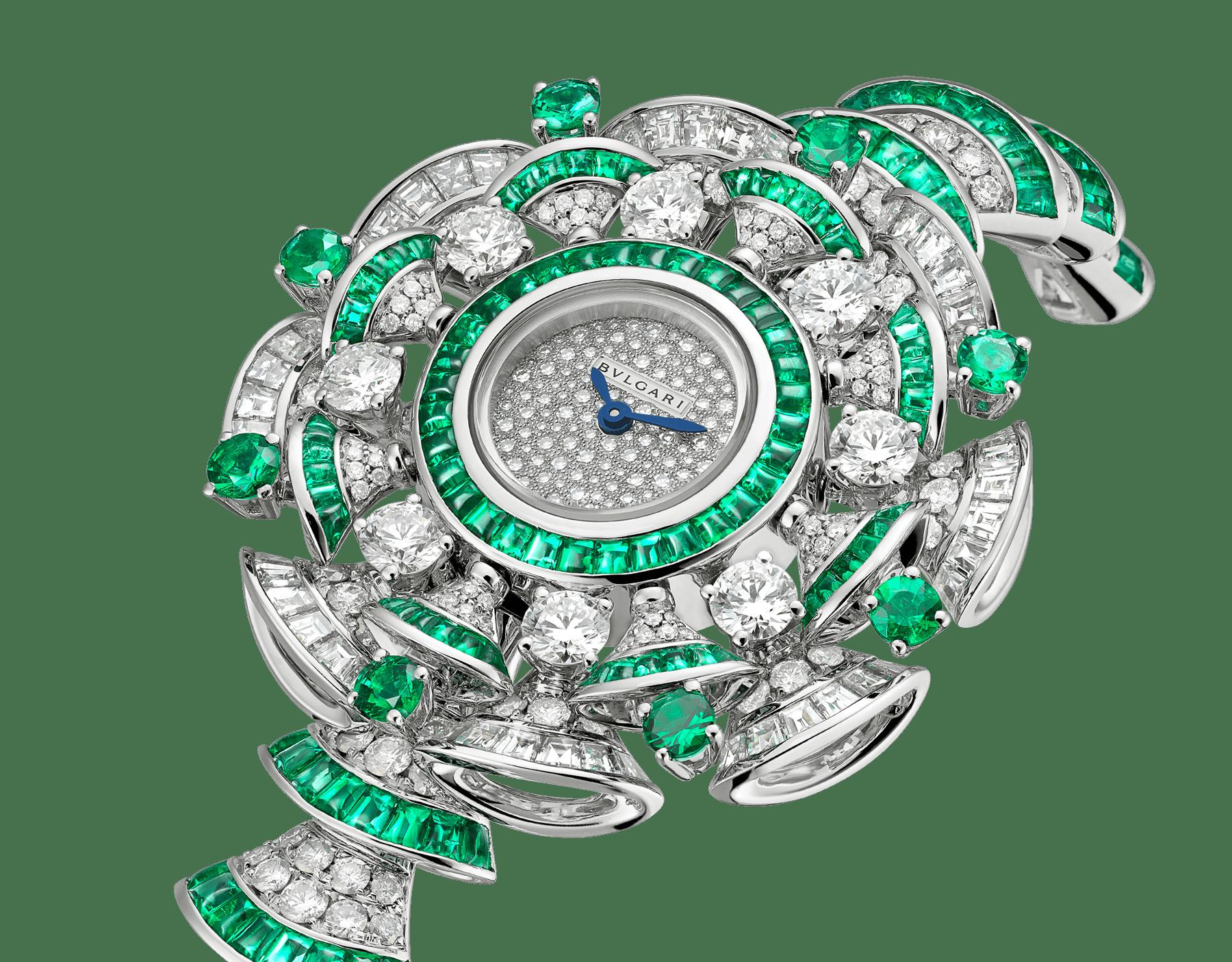 Orologio DIVAS' DREAM con cassa in oro bianco 18 kt con diamanti e smeraldi taglio baguette e taglio brillante, quadrante con pavé di diamanti incastonati a neve, bracciale in oro bianco 18 kt con diamanti taglio brillante e smeraldi taglio baguette. 102081 image 2