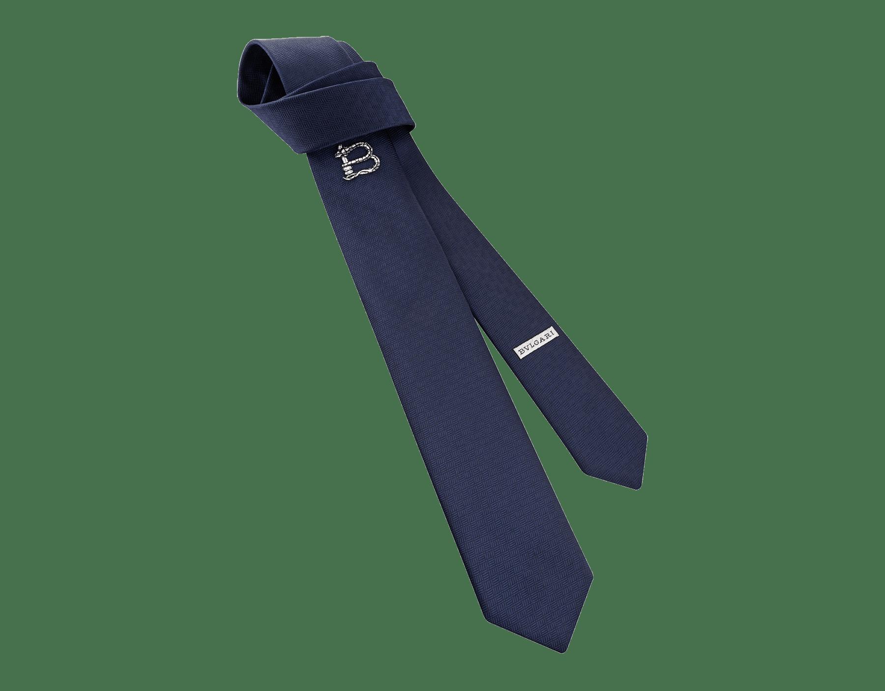 B3D柄があしらわれたネイビーのネクタイ。上質なジャカードシルク製。 B3D image 1