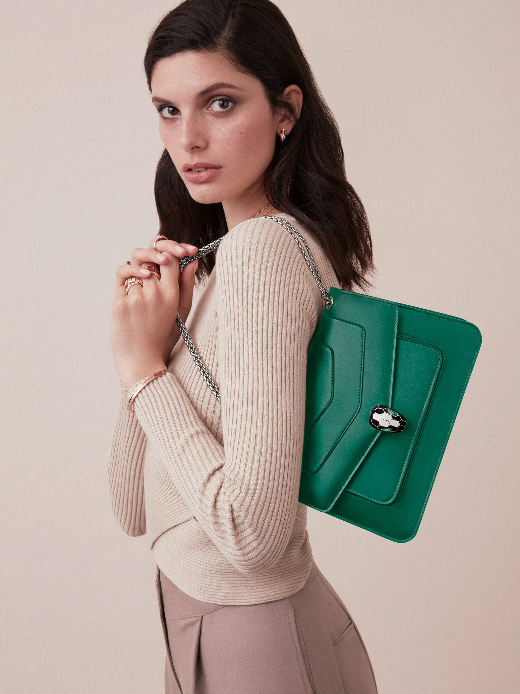"""Serpenti Forever"" shoulder bag in black calf leather. Iconic snakehead closure in light gold-plated brass enhanced with black and white agate enamel and green malachite eyes. 1077-CL image 4"