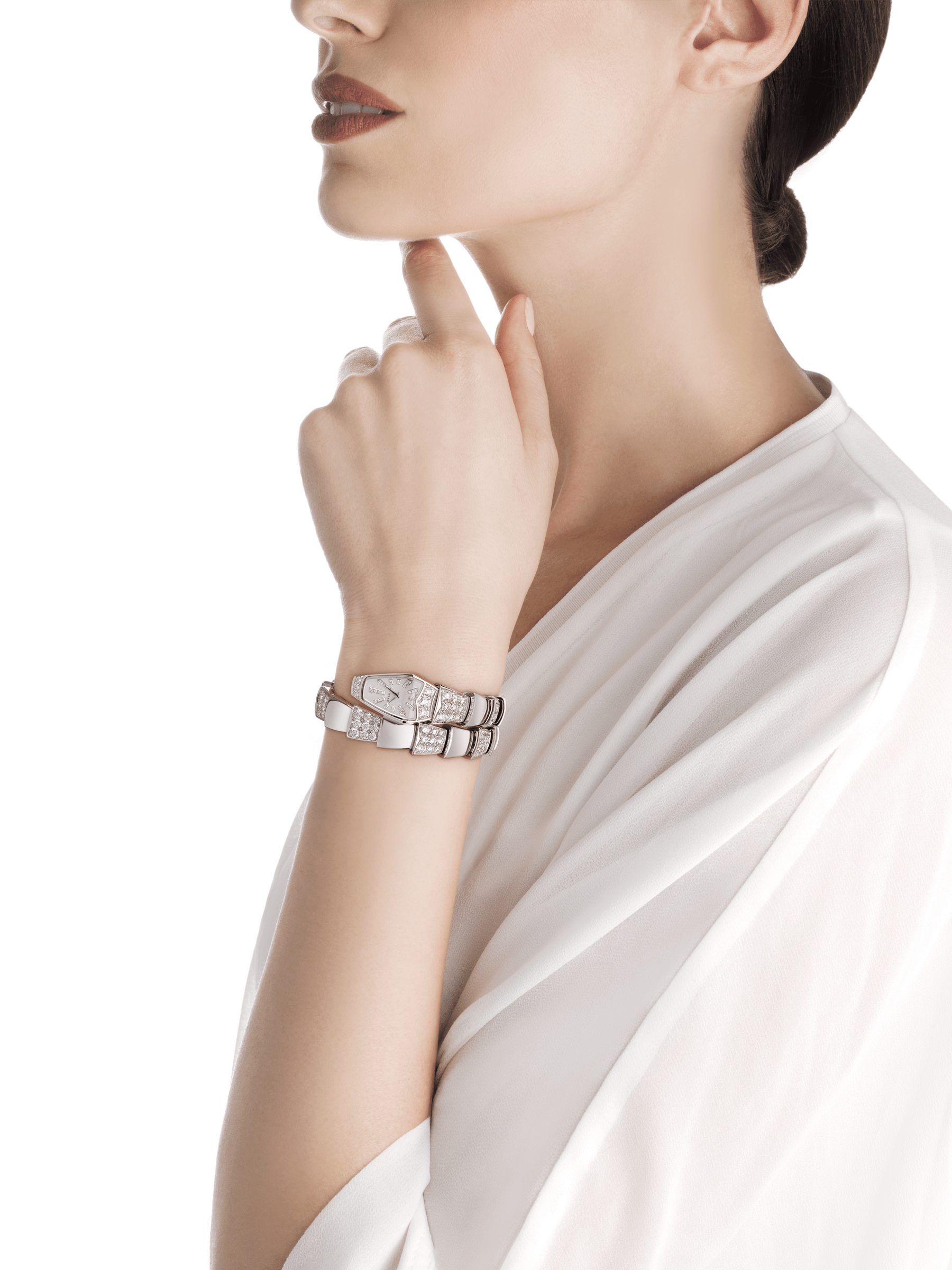 Serpenti Jewellery Watch in 18 kt white gold case and single spiral bracelet, both set with brilliant cut diamonds, white mother-of-pearl dial and diamond indexes. 101787 image 3