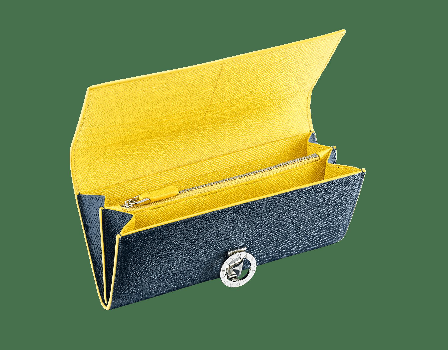 Cartera de mano BVLGARI BVLGARI en piel de becerro granulada colores azul zafiro y topacio margarita. Cierre de clip en latón bañado en paladio con el emblemático logotipo. 289855 image 2
