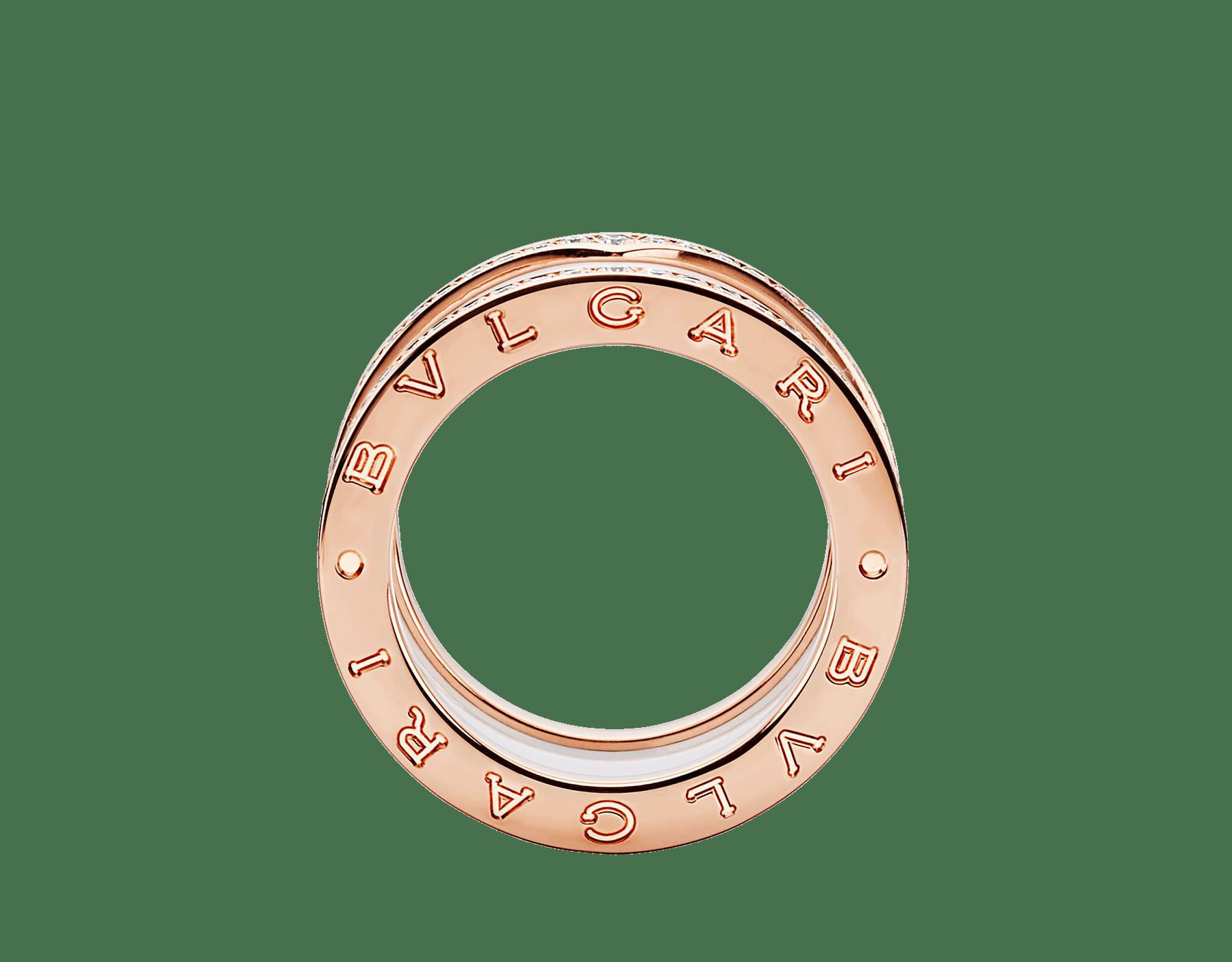 Anillo B.zero1 de cuatro bandas con dos aros en oro rosa de 18 qt con pavé de diamantes en los bordes y una espiral de cerámica blanca. B-zero1-4-bands-AN857030 image 2
