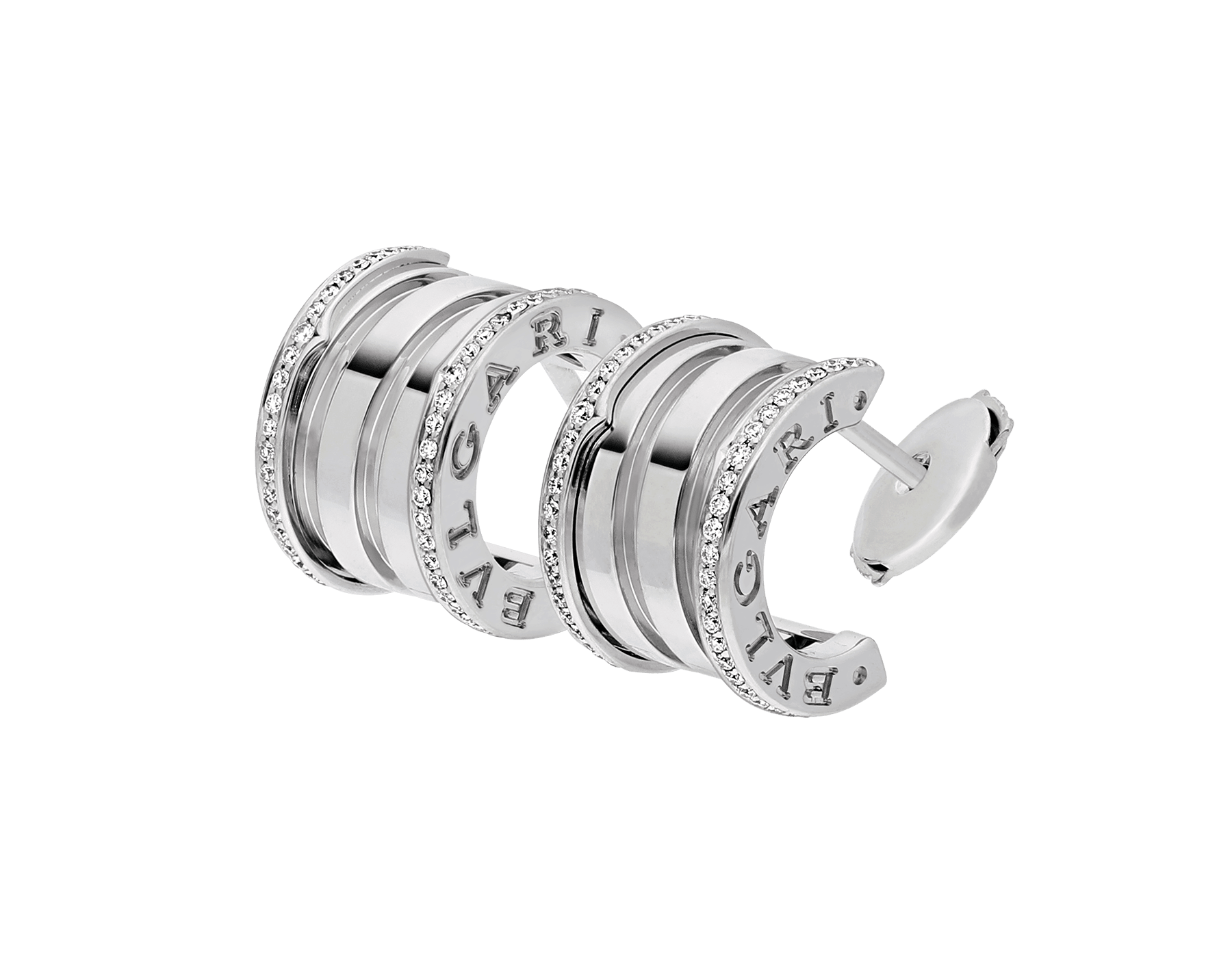Fusing the bold character of their fluid curves with the preciousness of pavé diamonds, the B.zero1 earrings reveal the contemporary elegance and captivating charisma of a jewellery icon. 353797 image 2