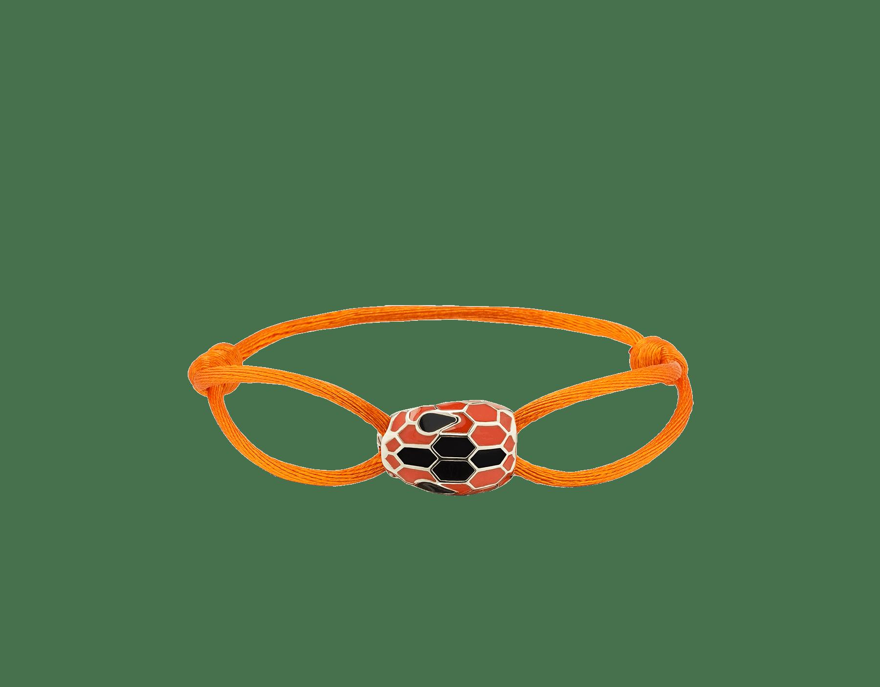 Браслет Serpenti Forever выполнен из шелка цвета огненного янтаря, фирменный декор в виде змеиной головы из эмали цвета огненного янтаря и черного цвета, пленяющие глаза из черной эмали. SERP-STRINGd image 1
