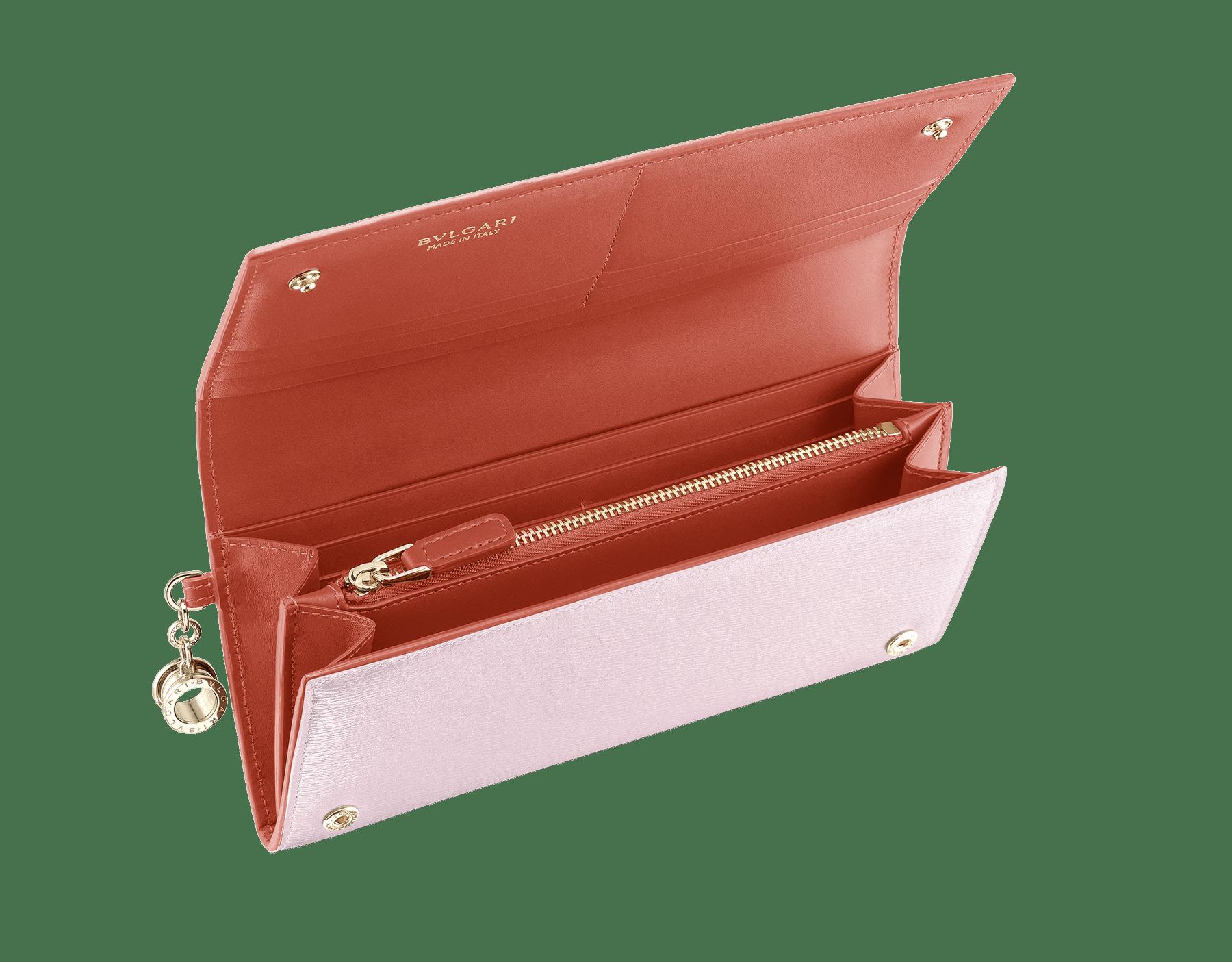 Pochette-portefeuilleB.zero1 en cuir de chèvre couleur Rosa di Francia et Imperial Topaz. Emblématique bijou B.zero1 en laiton doré et fermoir. 289068 image 2