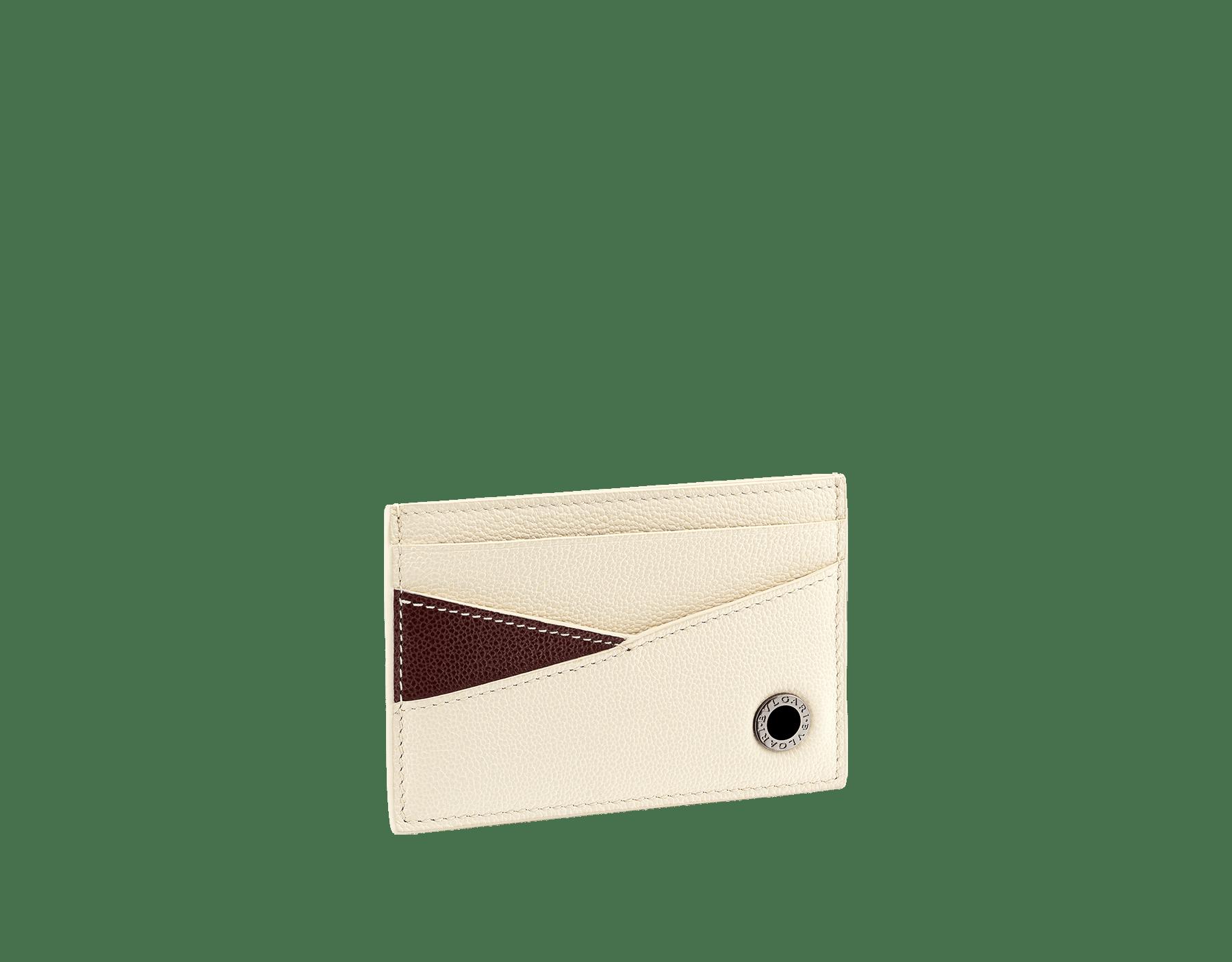 Мужской футляр для кредитных карт BVLGARI BVLGARI, зерненая кожа теленка черного цвета с узором Urban, зеленая зерненая кожа теленка оттенка Forest Emerald с узором Urban. Фирменный декор в виде логотипа из латуни с покрытием из темного рутения, черная эмаль. BBM-CCHOLDERASYM image 1