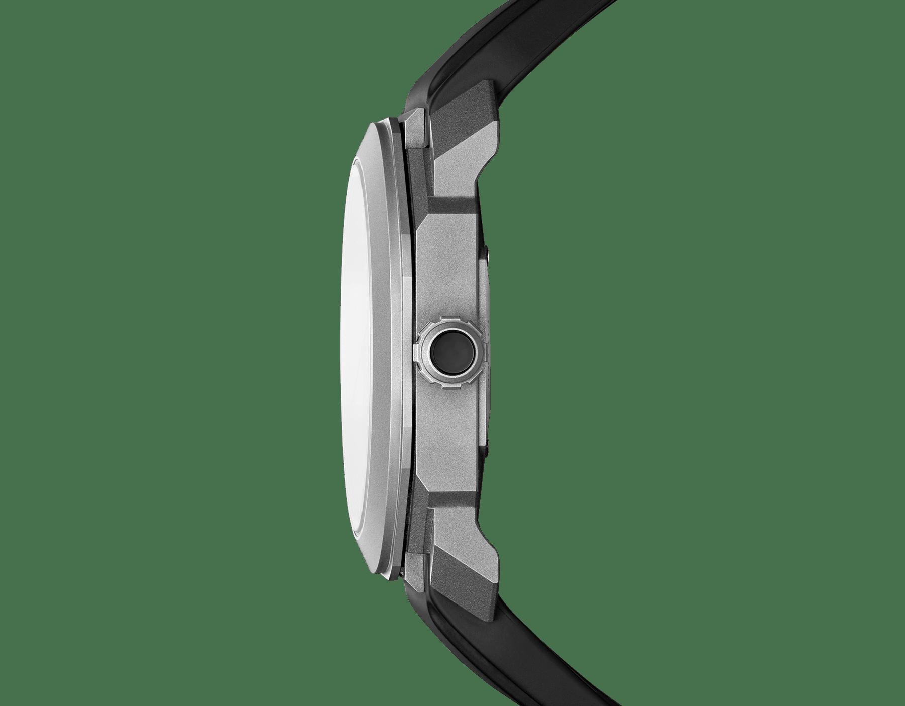 Octo L'Originale Uhr mit mechanischem Manufakturwerk, Automatikaufzug, Datumsanzeige mit augenblicklichem Datumswechsel, Gehäuse und Zifferblatt aus Titan und schwarzem Kautschukarmband 102858 image 3