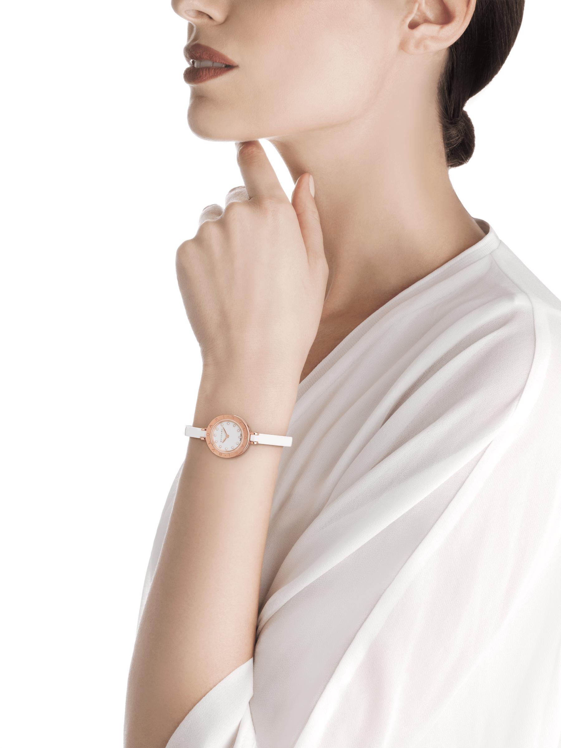 Montre B.zero1 avec boîtier en or rose 18K et acier inoxydable, bracelet jonc et spirale en céramique blanche, cadran laqué blanc et index sertis de diamants. Moyen modèle B01watch-white-white-dial3 image 5