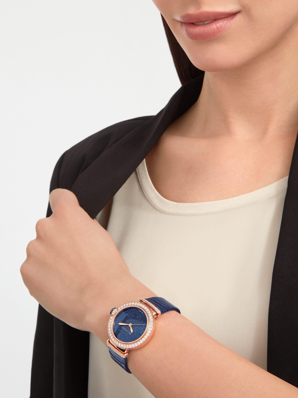 LVCEA 腕錶,搭載機械機芯,自動上鍊,18K 玫瑰金拋光錶殼和連結扣鑲飾圓形明亮型切割鑽石,藍色東菱石錶盤,藍色鱷魚皮錶帶。防水深度 30 公尺。 103341 image 5