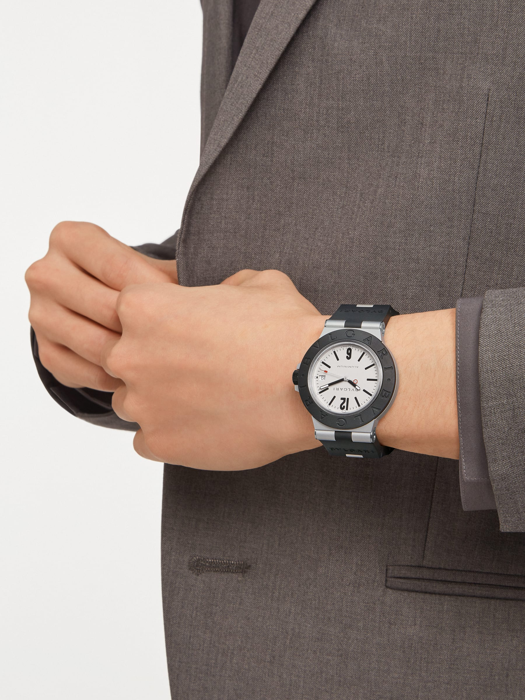 Bvlgari Aluminium watch with mechanical manufacture movement, automatic winding, 40 mm aluminium case, black rubber bezel with BVLGARI BVLGARI engraving, grey dial and black rubber bracelet. Water resistant up to 100 metres 103382 image 3