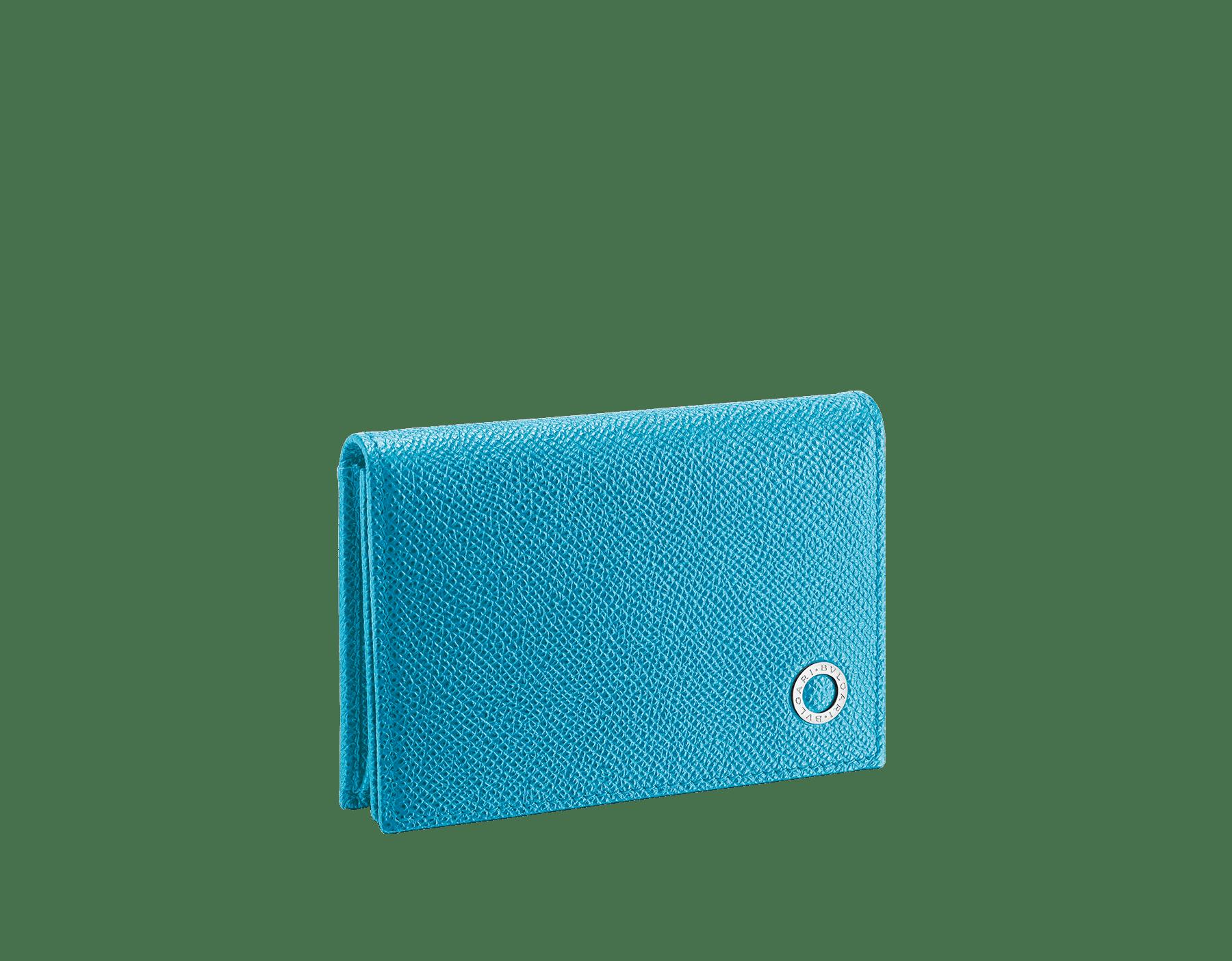 Tarjetero para tarjetas de visita BVLGARI BVLGARI en piel de becerro granulada color turquesa de Capri y zafiro real, y motivo con logotipo en latón bañado en paladio. 290057 image 1