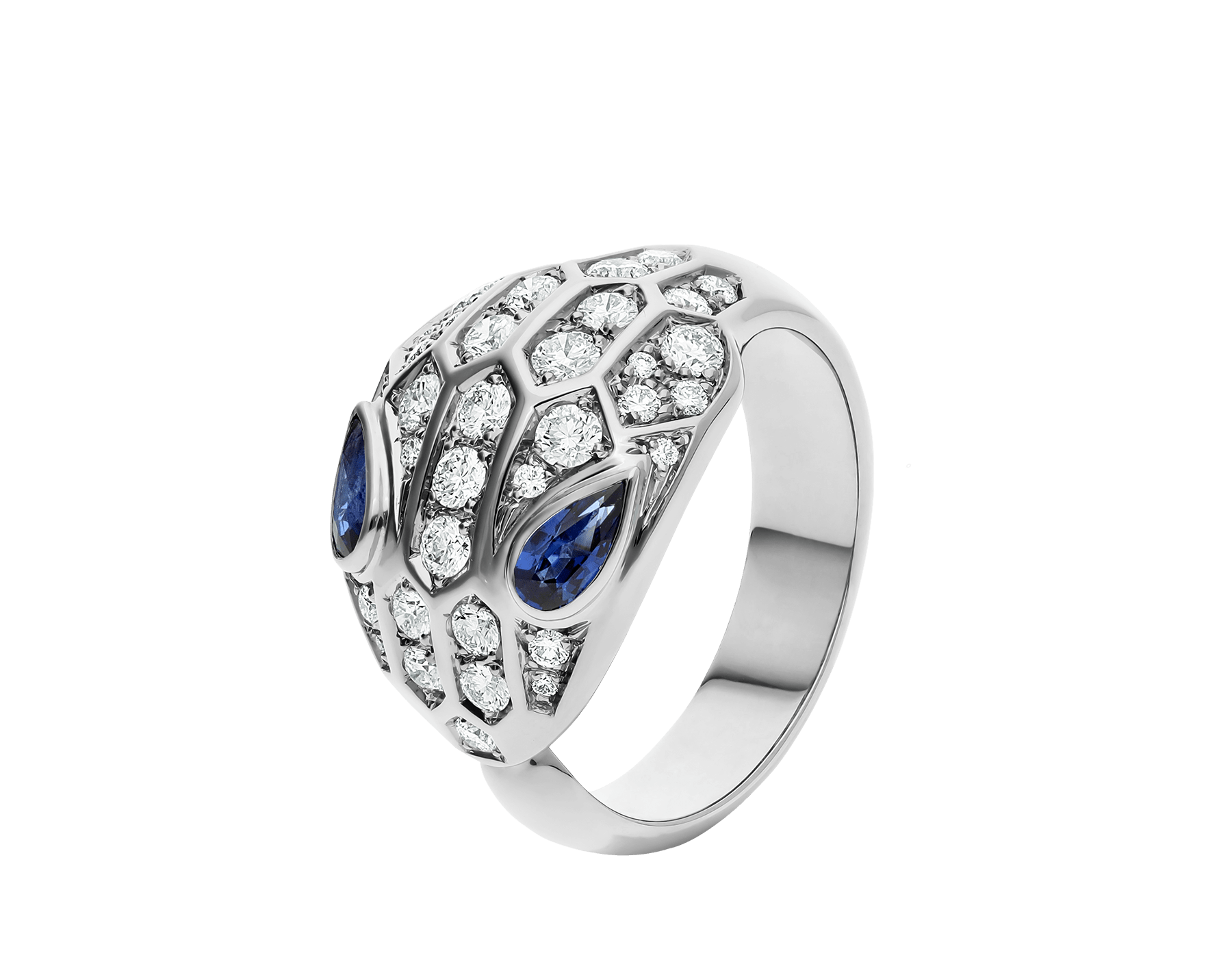 Em uma interpretação texturizada das escamas de uma serpente, o anel Serpenti brilha com sua pele de diamantes cravejados e com o poder de atração de seus magnéticos olhos de safira azul. AN857879 image 1