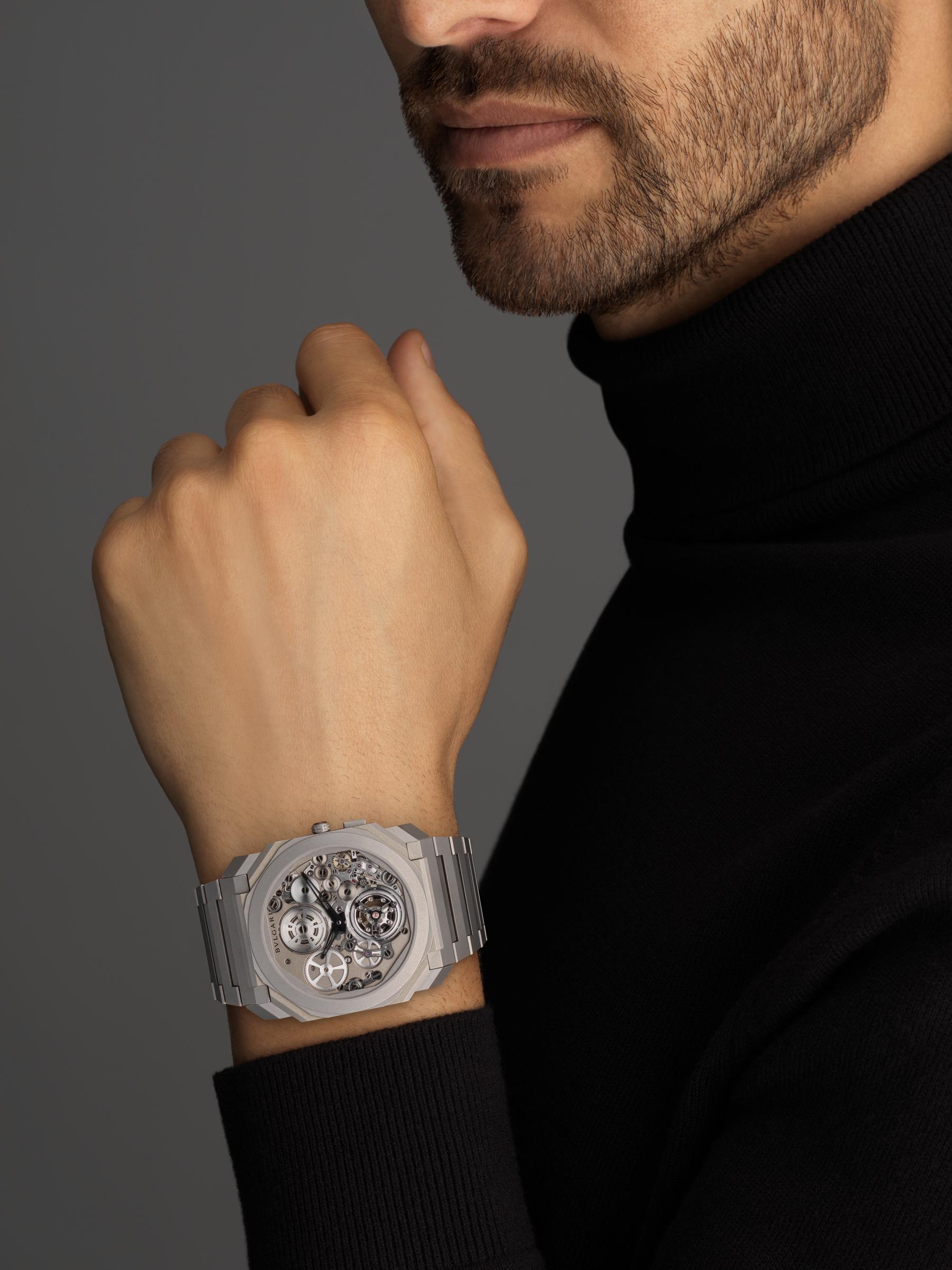 Octo Finissimo自动上链陀飞轮腕表,搭载品牌自制的机械机芯,超薄飞行陀飞轮,特制滚珠轴承系统,喷砂处理超薄钛金属表壳和表链, 喷砂处理镂空钛金属表盘 102937 image 4