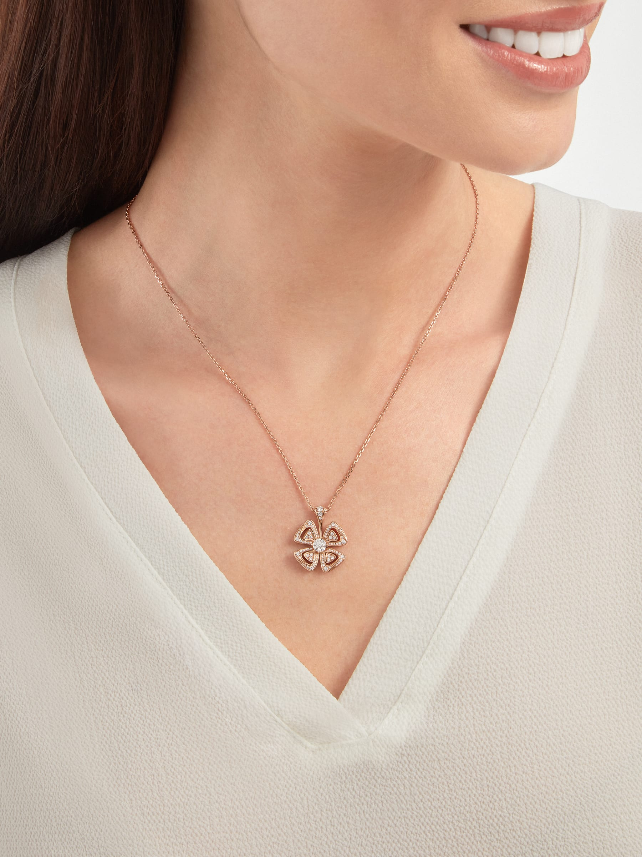 Colar Fiorever em ouro rosa 18K cravejado com um diamante central e pavê de diamantes 355885 image 5