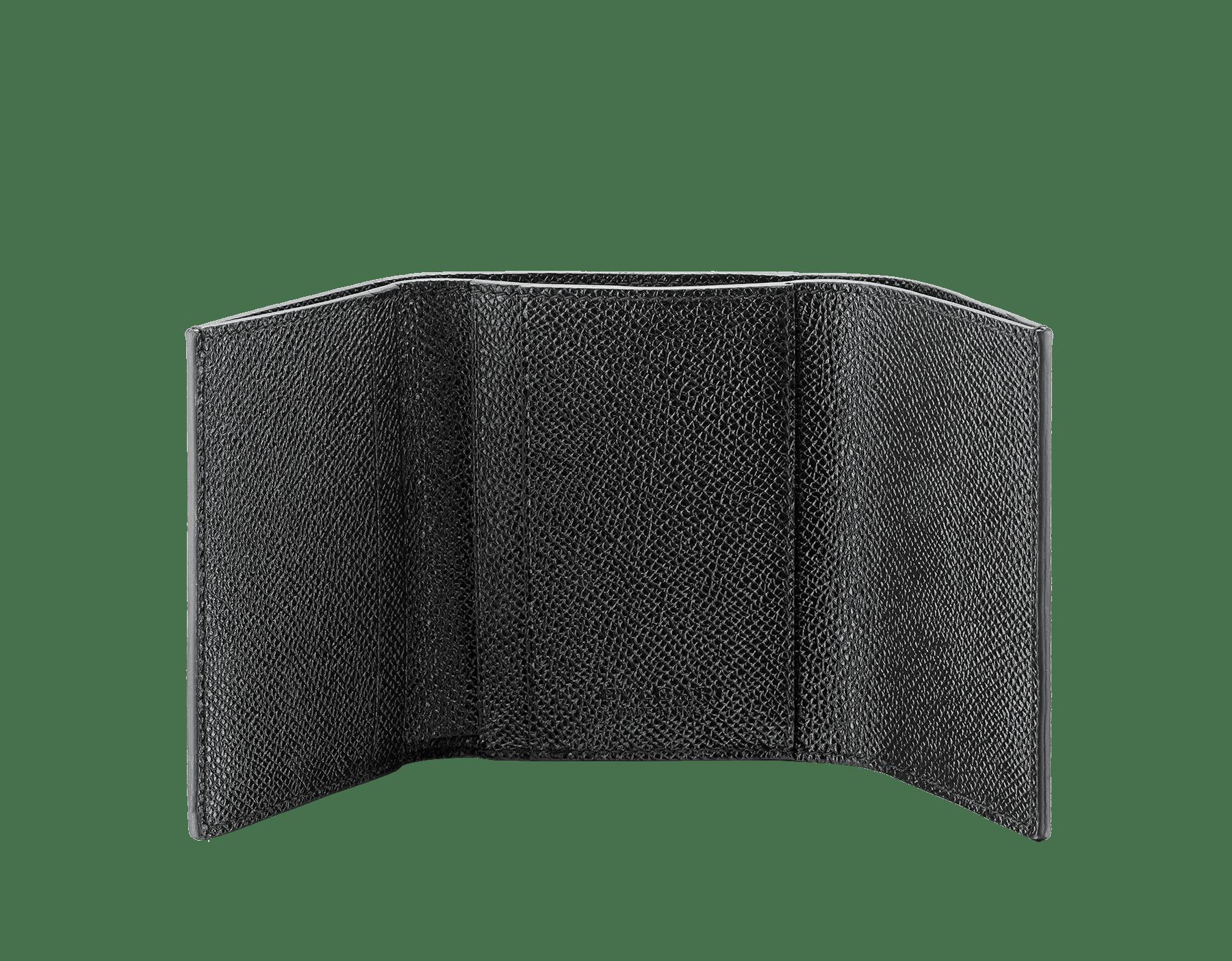 ブラックのグレインカーフレザー製ブルガリ・ブルガリ スリムコンパクトウォレット。ブラスパラジウムプレートのアイコニックなロゴのクロージャークリップ。 289369 image 2
