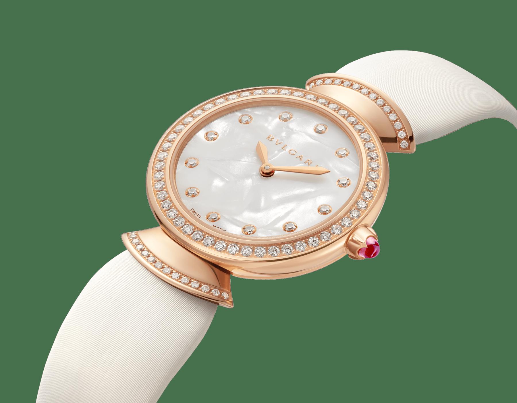 Montre DIVAS' DREAM avec boîtier en or rose 18K serti de diamants taille brillant, cadran en acétate naturel, index sertis de diamants et bracelet en satin blanc 102433 image 2