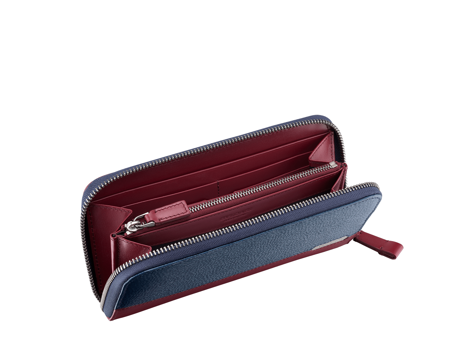Serpenti Scaglie men's zipped wallet in denim sapphire grazed calf leather and roman garnet calf leather. Bvlgari logo engraved on the hexagonal scaglie metal plate finished in dark ruthenium. 288343 image 2