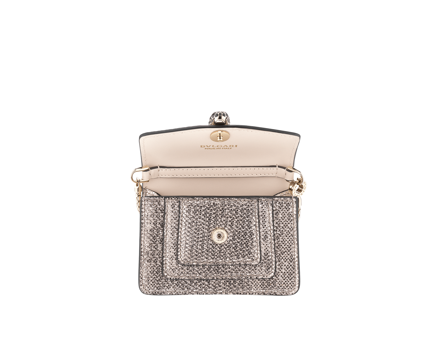 Ciondolo borsa con miniatura Serpenti Forever in karung metallizzato bianco opale con fodera in vitello color corallo. Iconica chiusura a pressione Serpenti in ottone placcato oro chiaro, smalto nero e glitter bianco opale con occhi in smalto nero. 288366 image 2