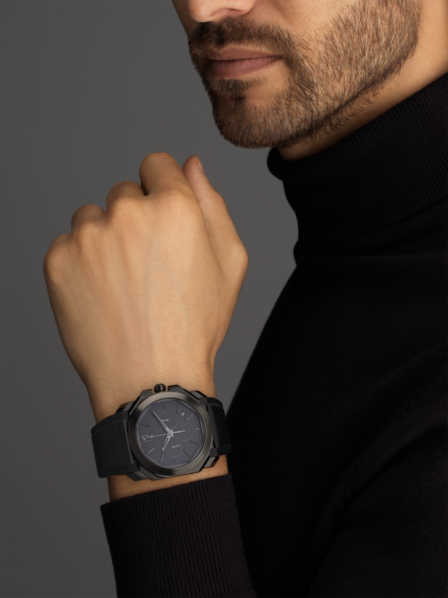Octo L'Originale watch with mechanical manufacture movement, integrated high-frequency chronograph (5Hz), column wheel mechanism, silicon escapement, automatic winding and date, stainless steel case treated with black Diamond Like Carbon, grey dial and black rubber bracelet 103027 image 4