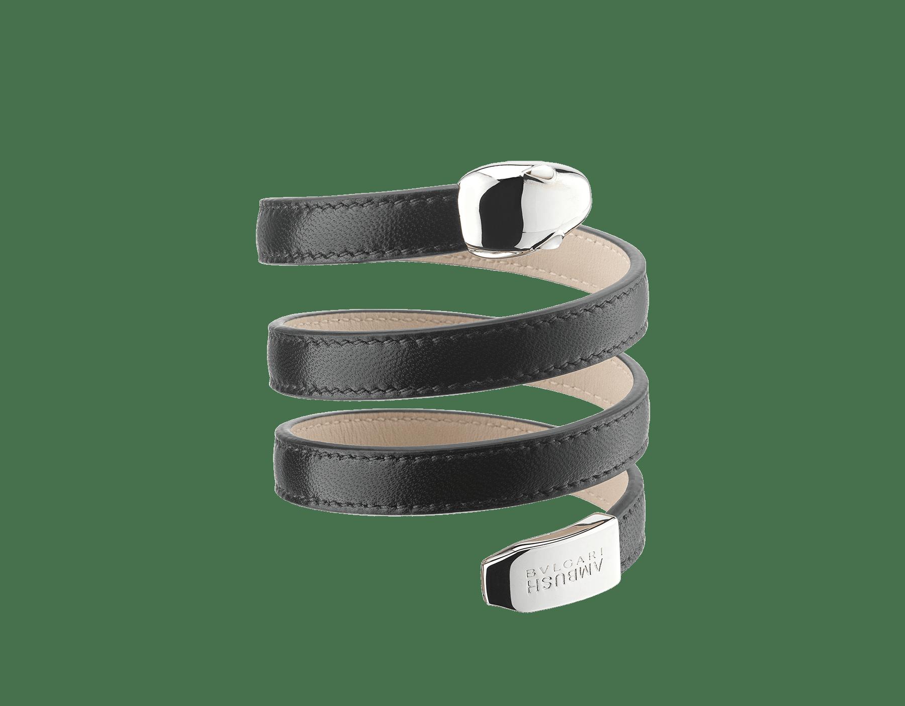 Mehrfach geschwungenes Ambush x Bvlgari Serpenti Armband aus violettem Nappaleder. Das Modell zeichnet sich durch einen ikonischen Schlangenkopf aus palladiumbeschichtetem Messing mit Augen aus schwarzem Onyx und eine Schwanzspitze mit BVLGARI AMBUSH Logo aus. Limited edition. YA-BRACELET image 1