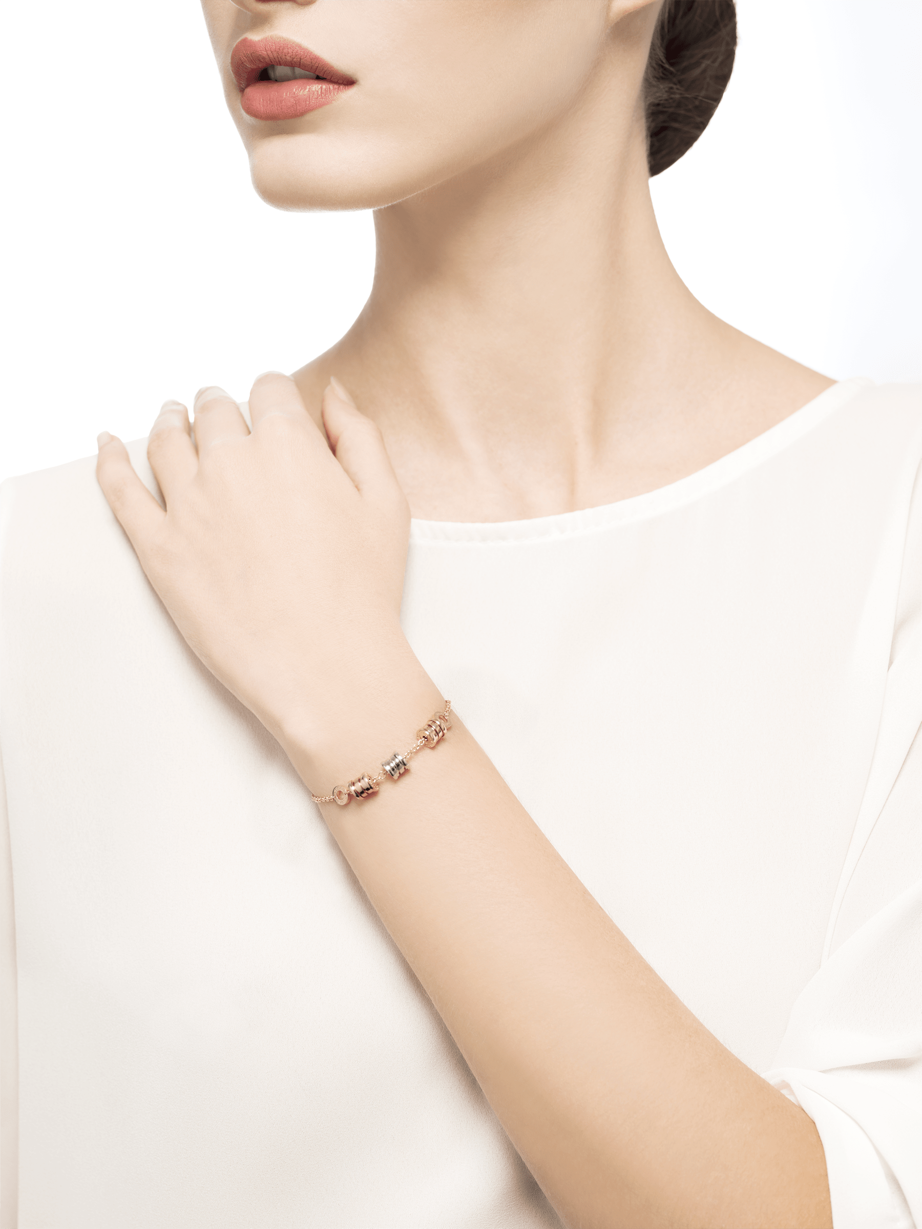 B.zero1 soft bracelet with 18 kt yellow gold chain and three spirals in yellow, white and rose 18 kt gold. BR853666 image 3