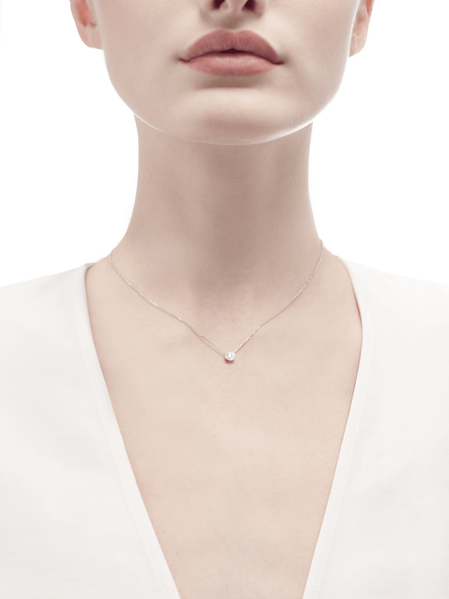 Incontro d'Amore necklace with 18 kt white gold chain, 18 kt white gold pendant set with a central diamond (0.10 ct) and pavé diamonds. 355249 image 3