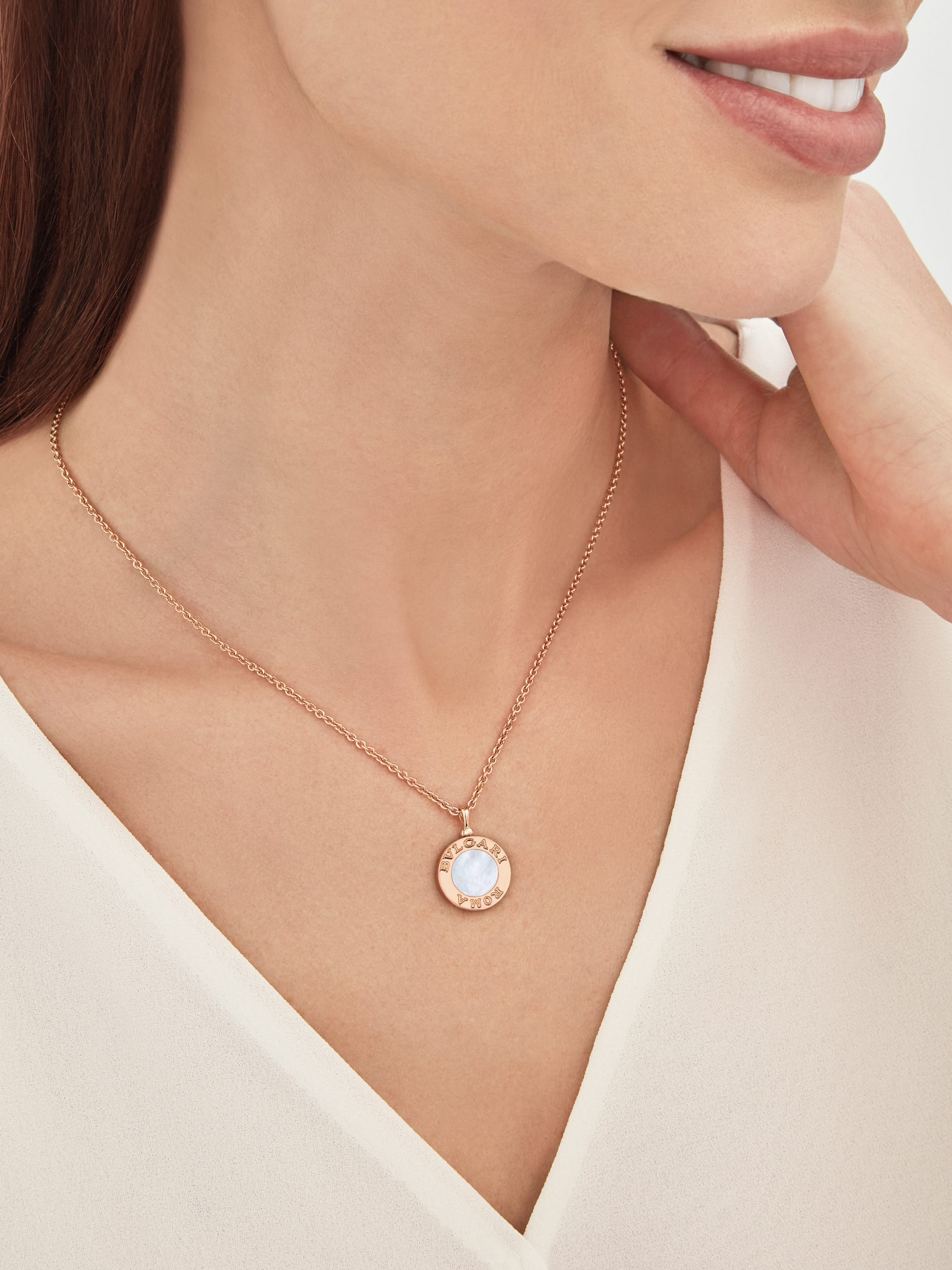 BVLGARI BVLGARI 18 kt rose gold chain and 18 kt rose gold pendant set with mother-of-pearl insert and pavé diamonds (0.34 ct) 358375 image 5