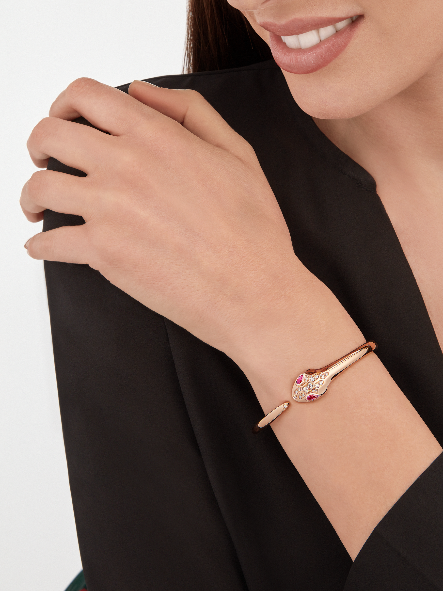 Serpenti bracelet in 18 kt rose gold, set with rubellite eyes and demi-pavé diamonds on the head and the tail. BR857813 image 3