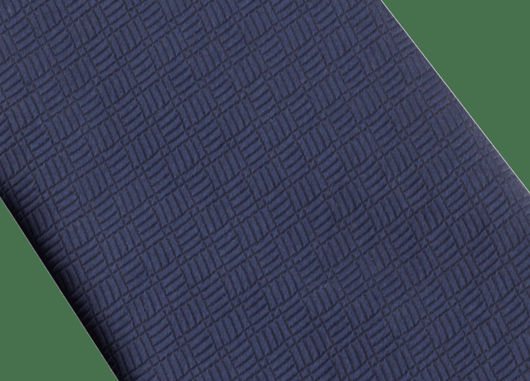 B3D柄があしらわれたネイビーのネクタイ。上質なジャカードシルク製。 B3D image 2