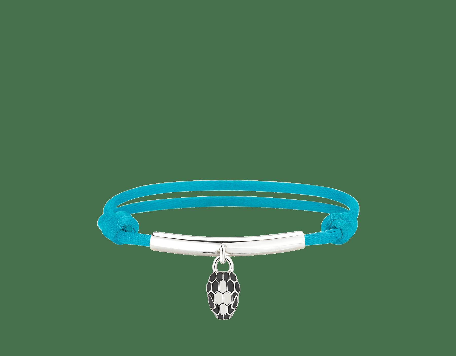 Pulsera Serpenti Forever en seda color turquesa de Capri con placa en latón bañado en paladio y un emblemático charm con la icónica cabeza de serpiente en esmalte negro y color ágata blanca, y ojos en esmalte negro. 290278 image 1