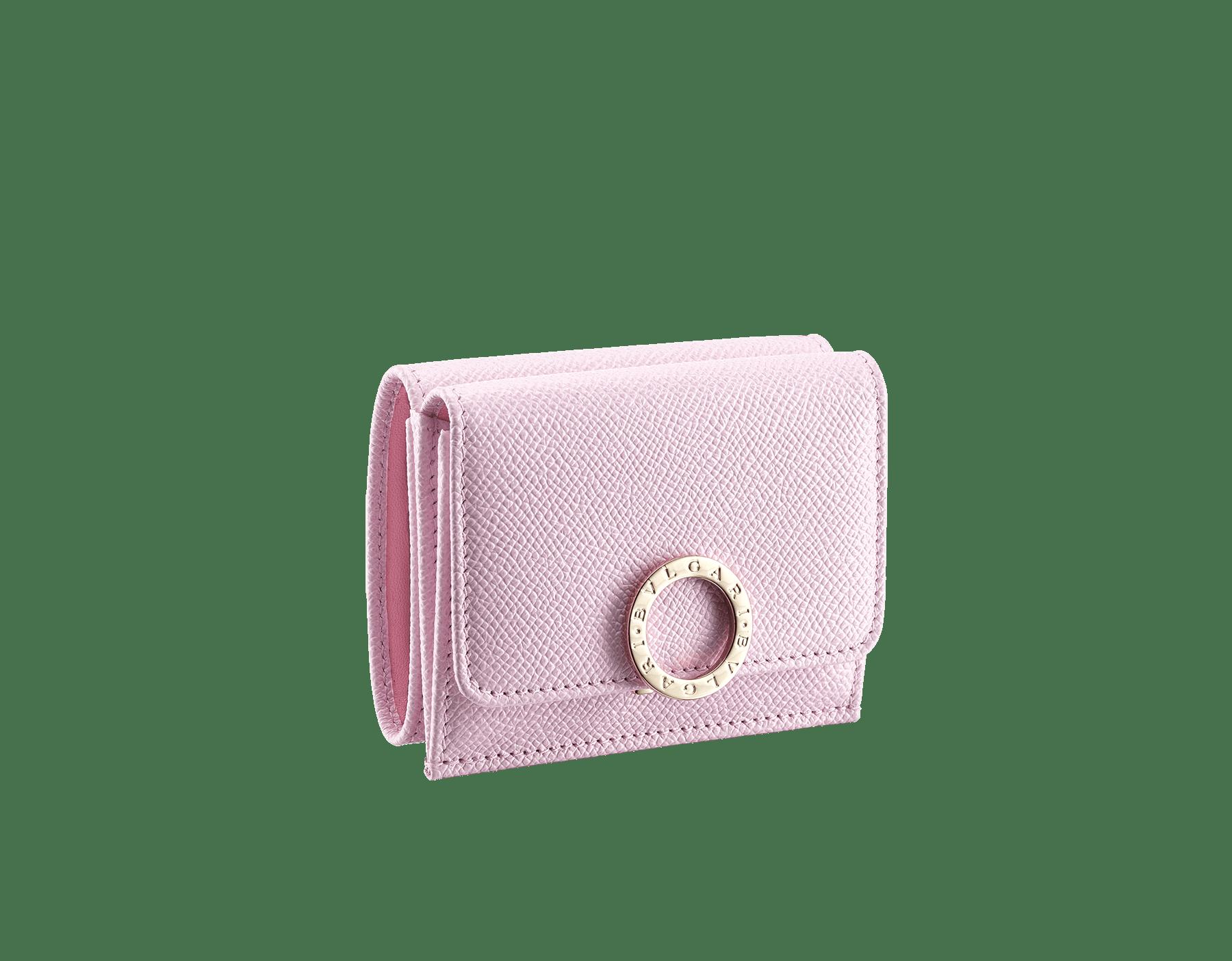 BVLGARI BVLGARI 小巧皮夾,採用雛菊拓帕石色亮珠面小牛皮和水晶玫瑰色 Nappa 軟面皮。掀蓋開合,經典淡金色黃銅品牌標誌扣環和按扣。 579-MINICOMPACTa image 1