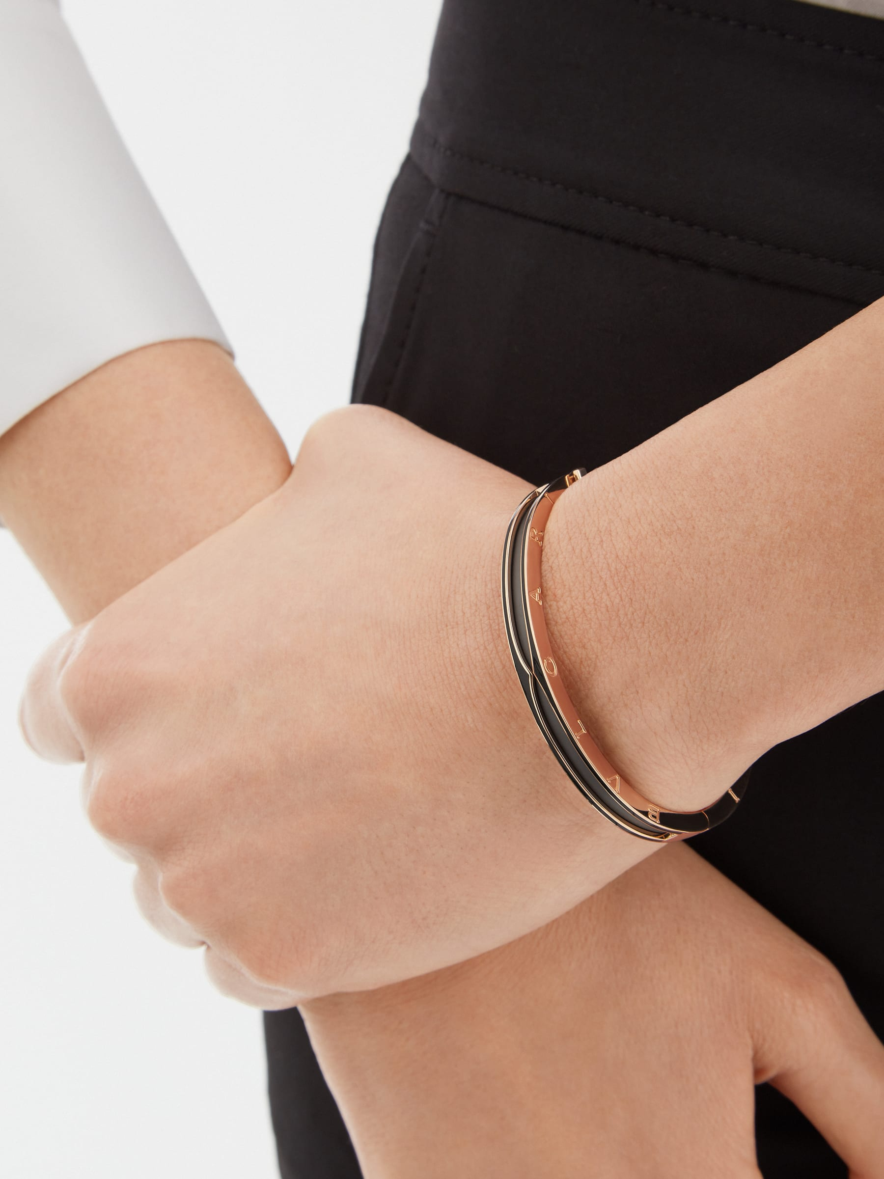 B.zero1 bracelet in 18 kt rose gold with matte black ceramic BR859063 image 4