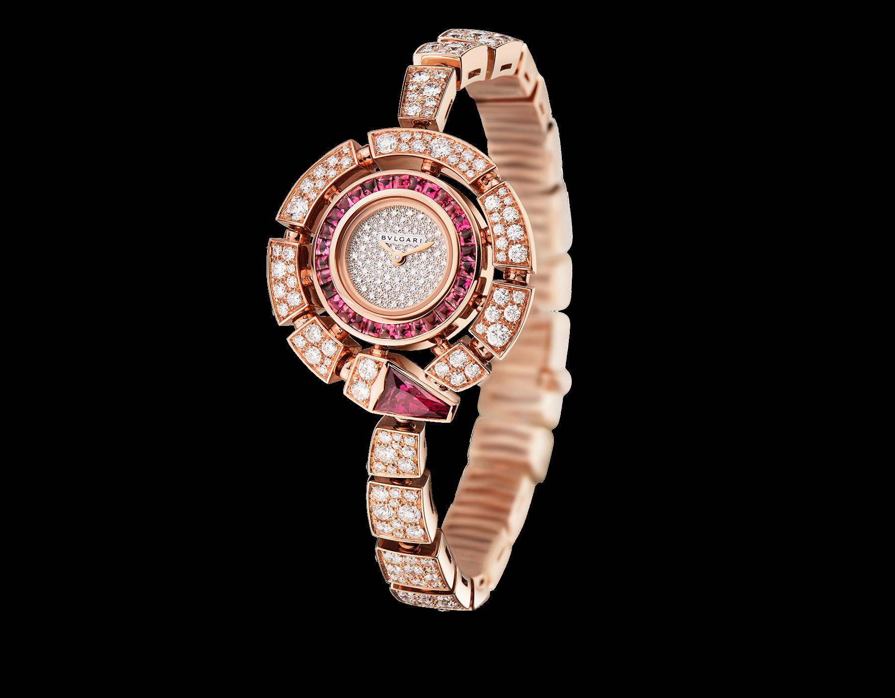 Montre Serpenti Incantati avec boîtier de 30 mm en or rose 18K serti de diamants taille brillant et rubellites, cadran pavé diamants en serti «neige», bracelet en or rose 18K serti de diamants taille brillant. 102536 image 1