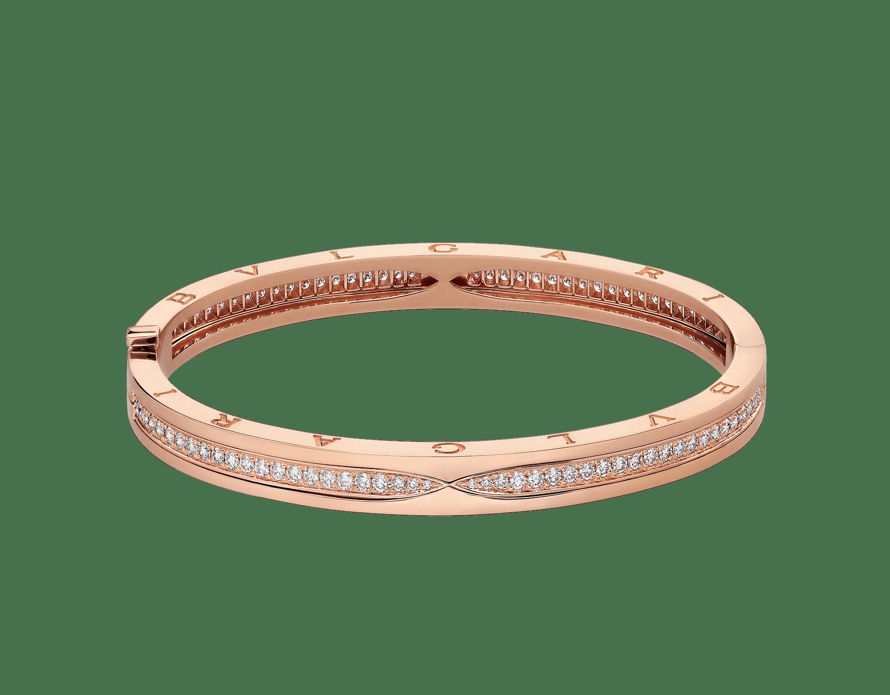 Mêlant spirale emblématique audacieuse et pavé diamants éclatant, le bracelet jonc B.zero1 dévoile une personnalité polyvalente et une élégance contemporaine. BR857372 image 2