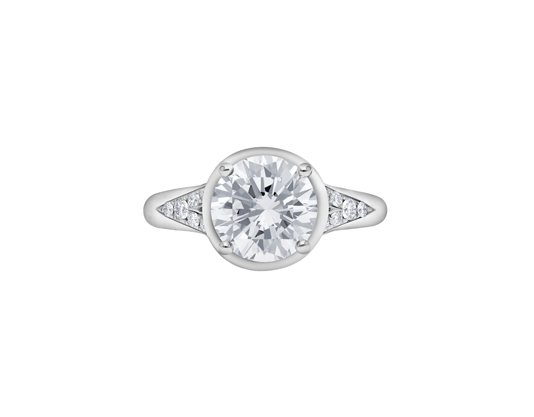 Incontro d'Amore ring in platinum with round brilliant-cut diamond and pavé diamonds. Available from 0.20 ct. As its pavé rows embrace a diamond apex, Incontro d'Amore joins two hearts as one. 355808 image 3
