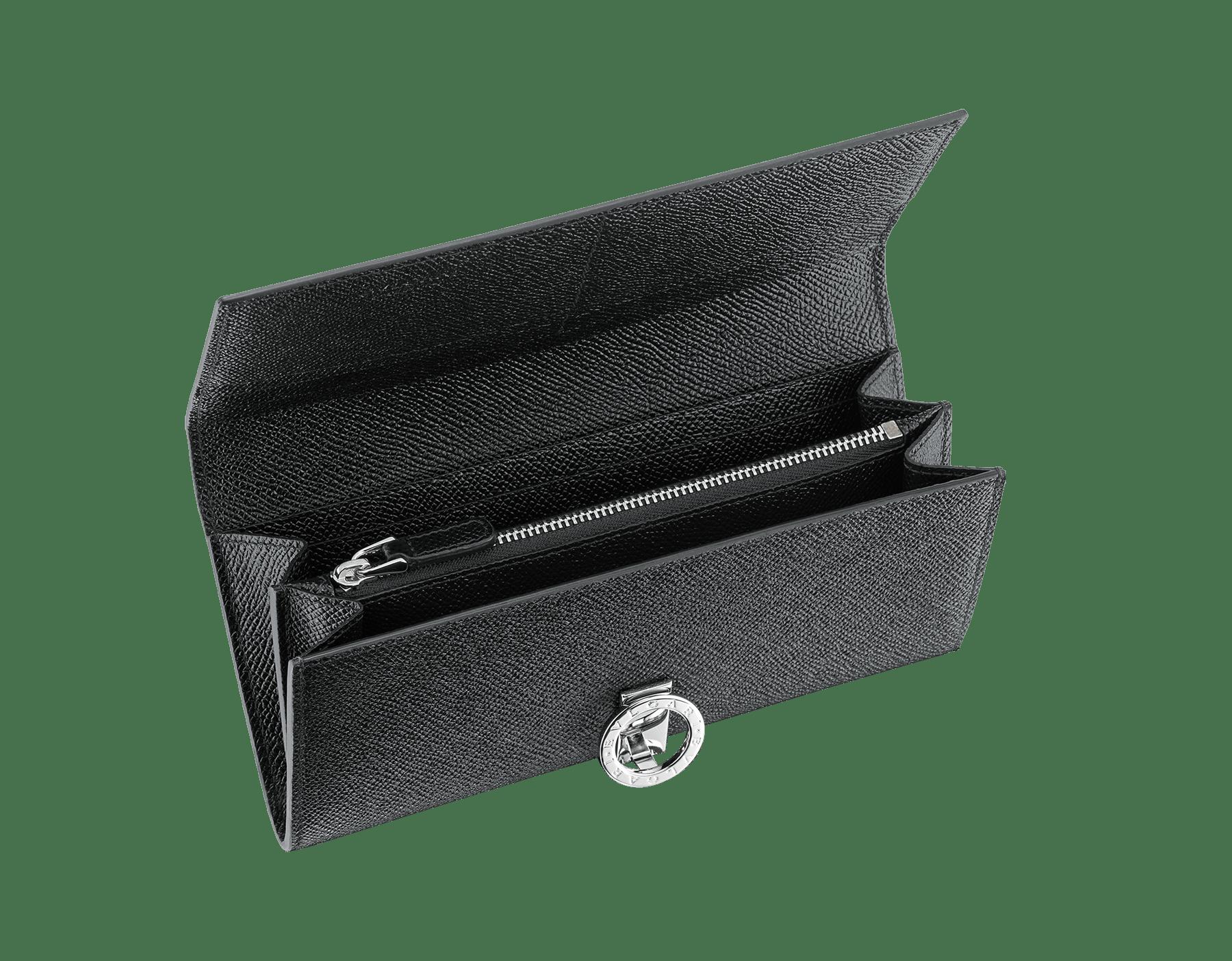 ブラックのグレインカーフレザー製ブルガリ・ブルガリ ウォレットポシェット。ブラスパラジウムプレートのアイコニックなロゴのクロージャークリップ。 289381 image 2