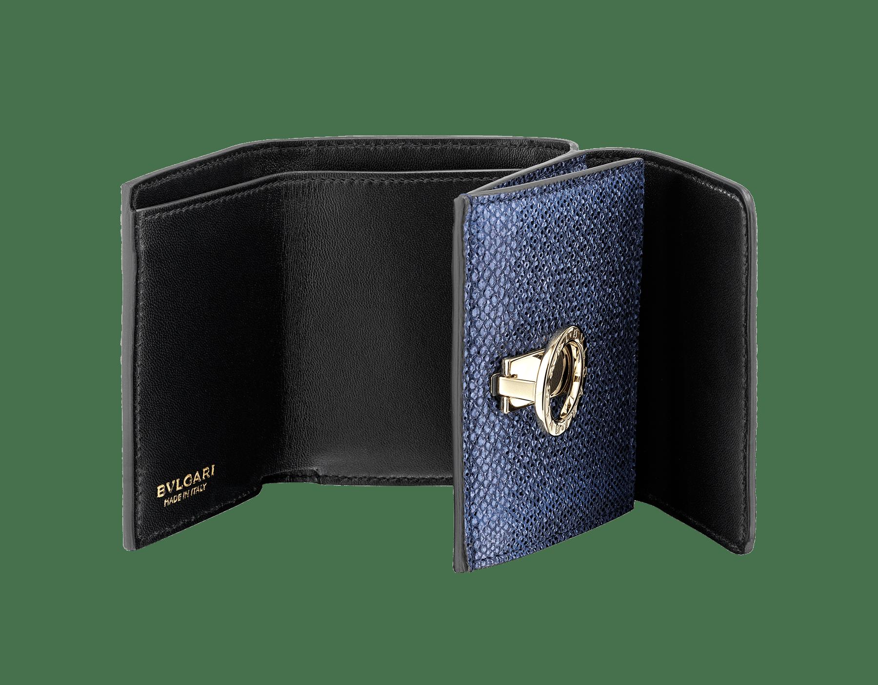 """Portafoglio compatto """"BVLGARI BVLGARI"""" in karung metallizzato blu Midnight Sapphire e nappa nera. Iconica chiusura a clip con logo in ottone placcato oro chiaro. 579-MINICOMPACT-K image 2"""