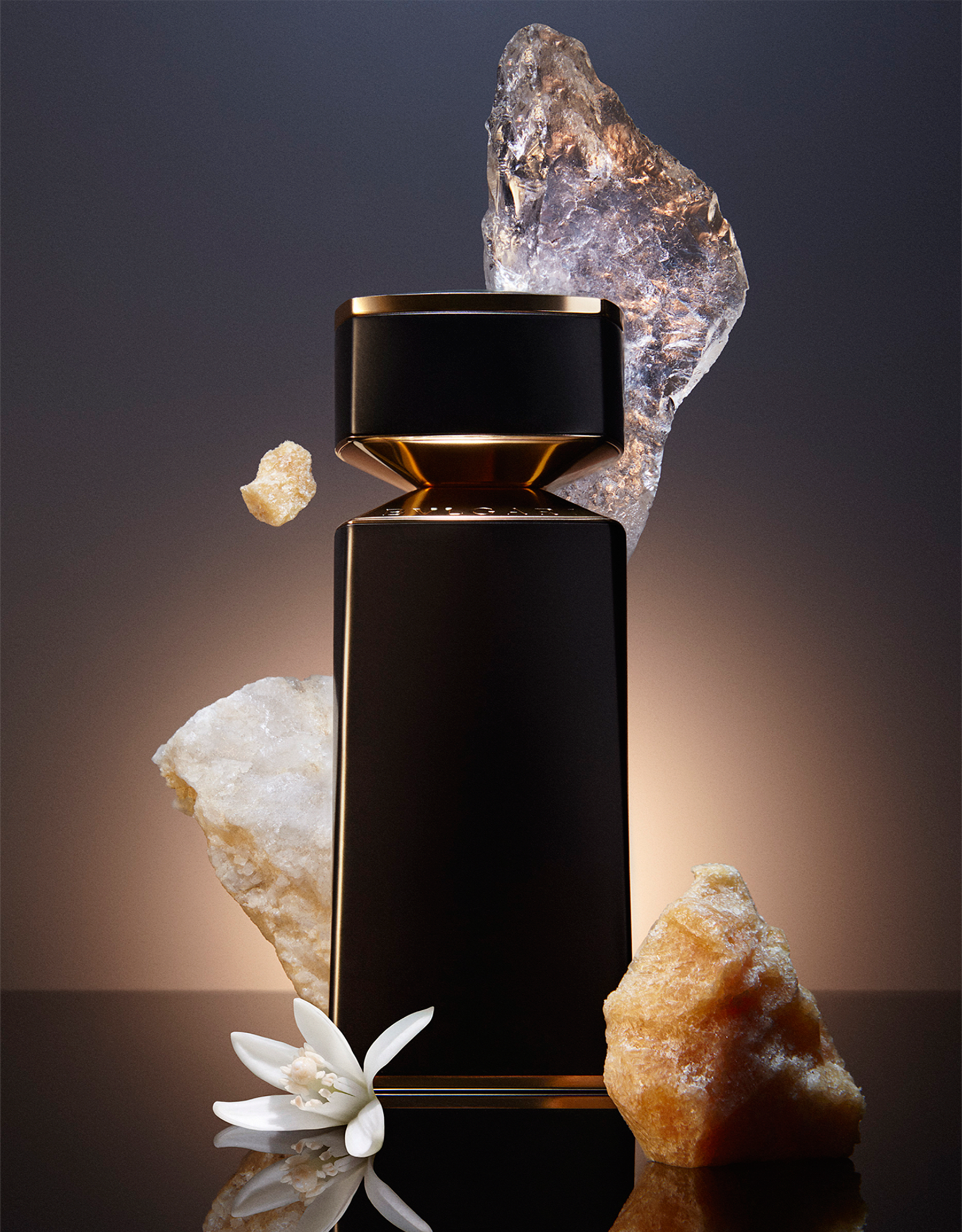 A pure and luxurious white musk Eau de Parfum exalted by a profusion of neroli and a rich ambergris dry down note. 40167 image 3