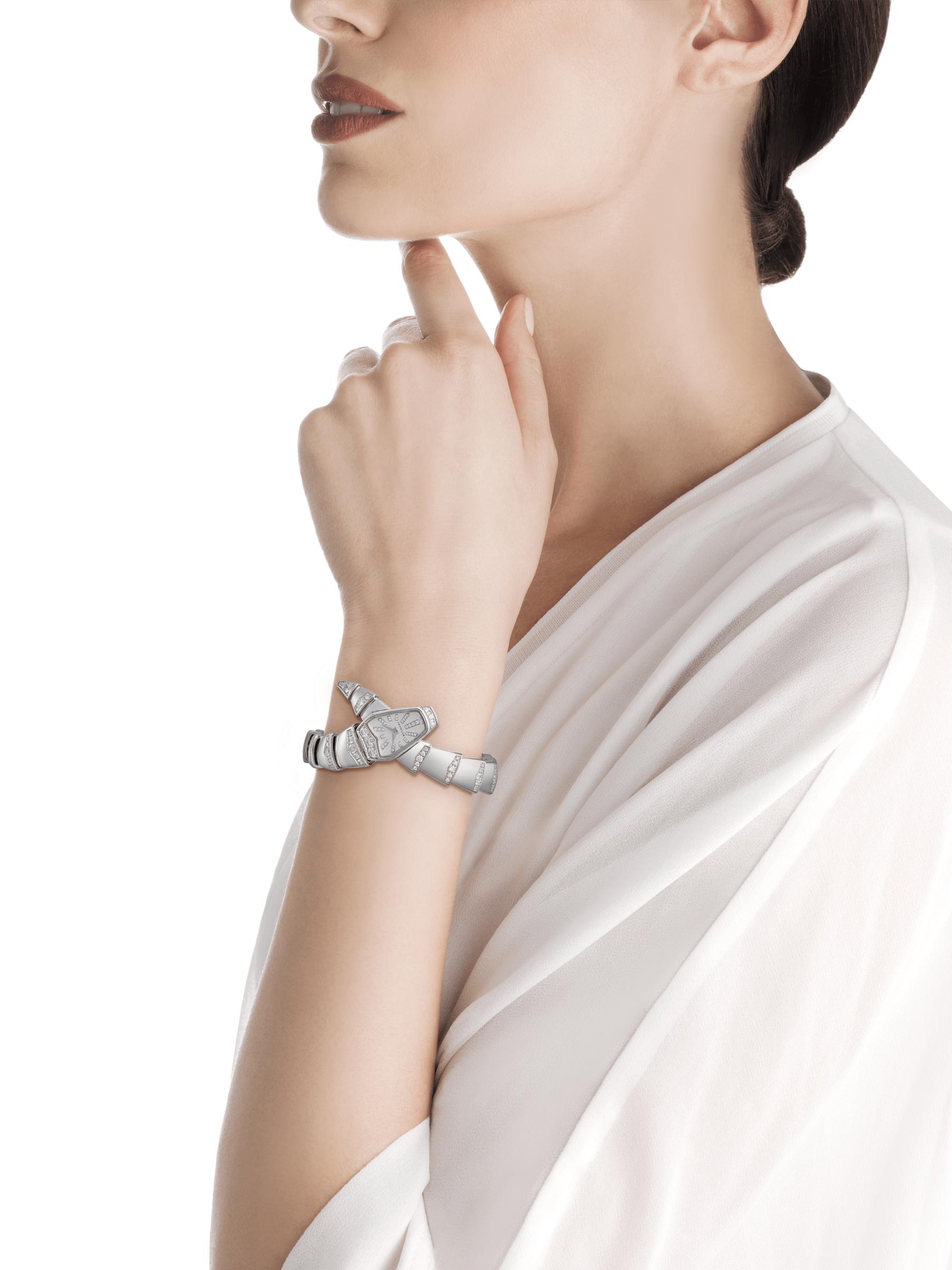 Orologio Serpenti Jewellery con cassa e bracciale a spirale in oro bianco 18 kt con diamanti taglio brillante, quadrante bianco in madreperla e indici con diamanti. 102366 image 2