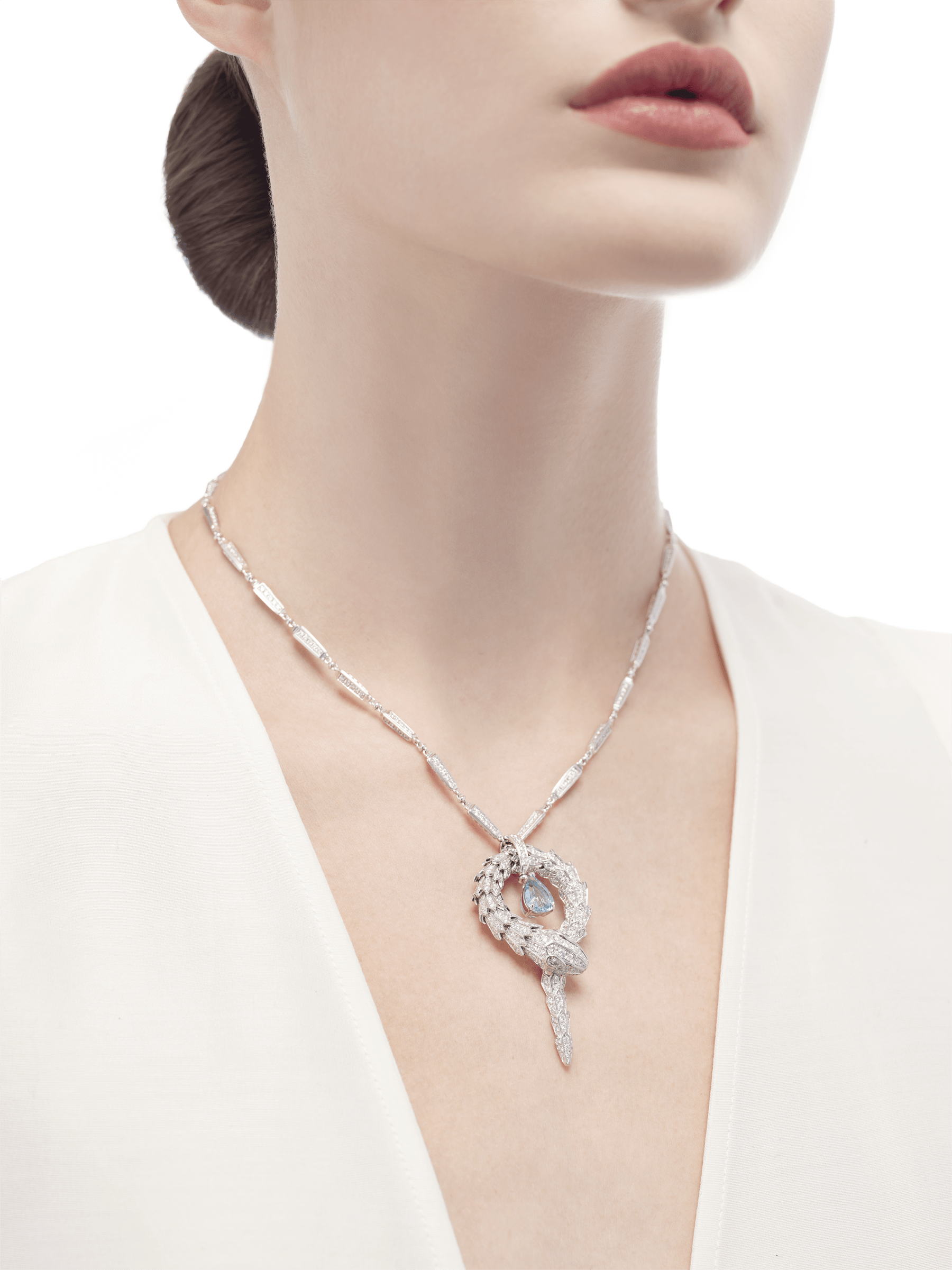 Serpenti small pendant in 18 kt white gold with aquamarine and pavé diamonds. 354090 image 2